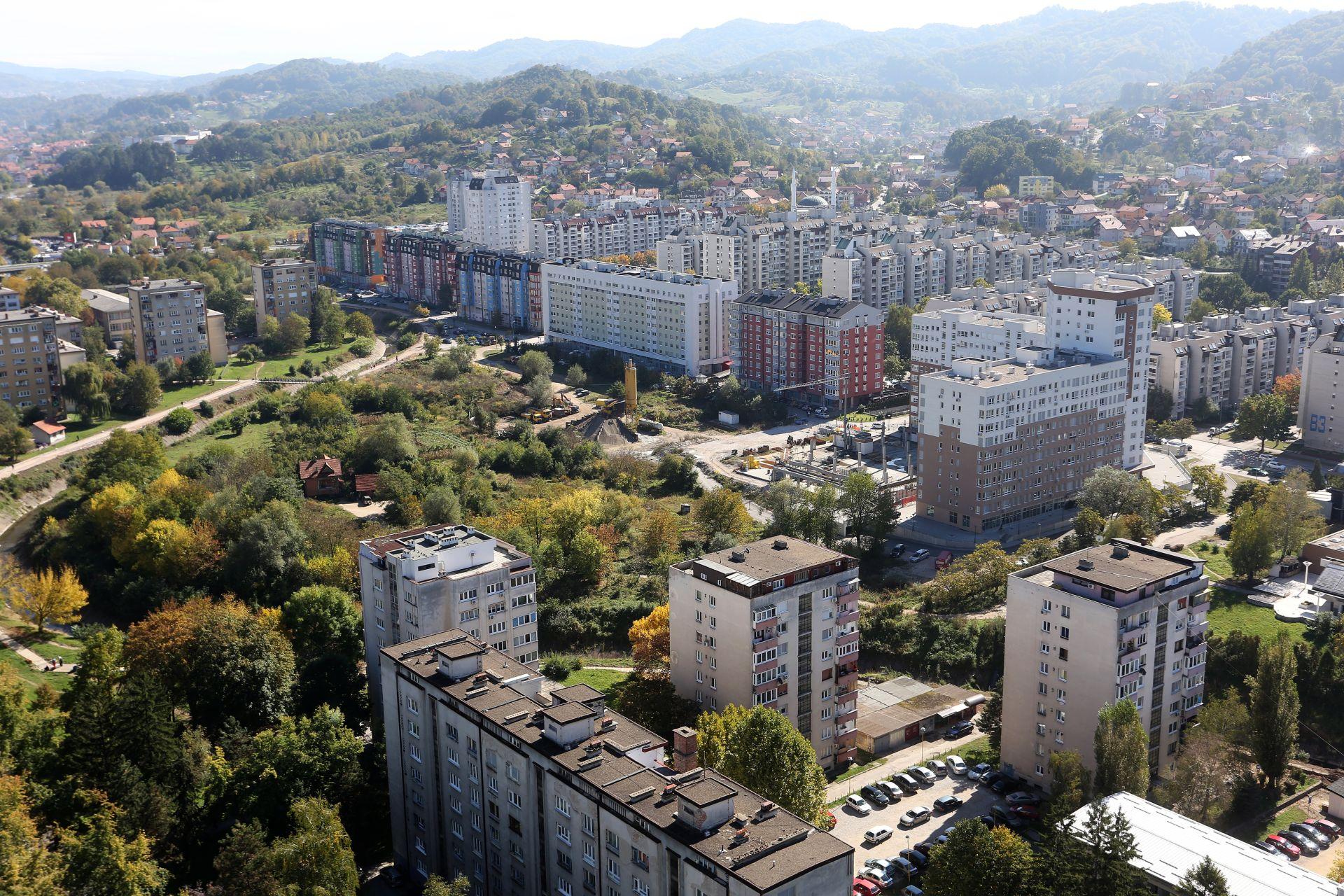 """U ŠKOLAMA PREKINUTA NASTAVA: U Tuzli """"smrtonosno"""" onečišćenje zraka"""
