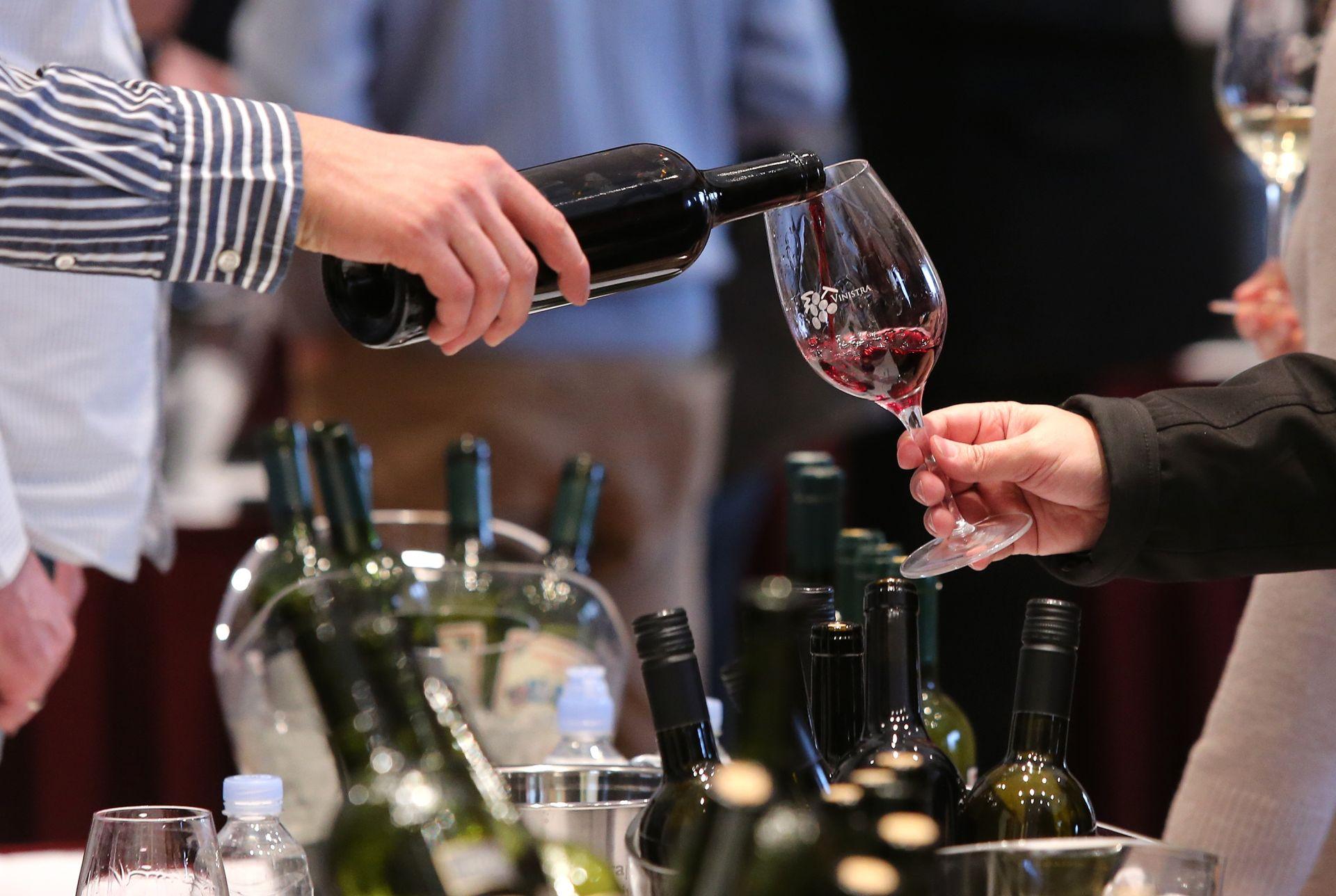 UNIŠTENI HEKTOLITRI: Španjolska traži od Francuske prekid napada na prijevoznike vina