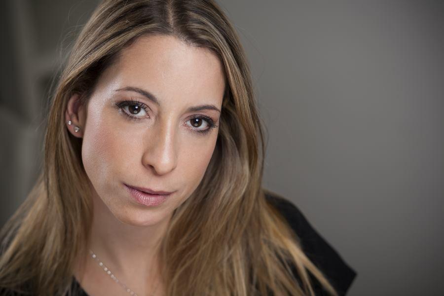 Anja Bauer Minkara, Fabular