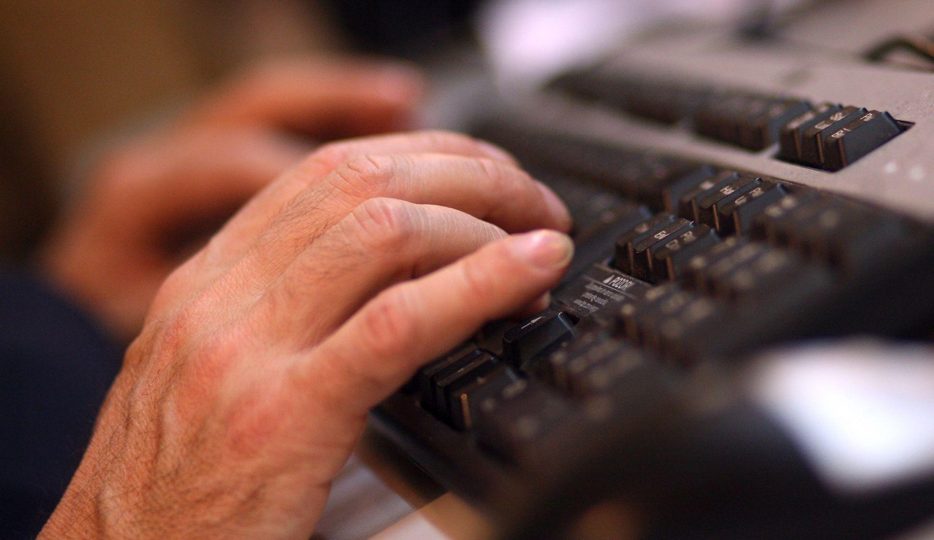 Hollande traži mjere kibernetičke sigurnosti za francuske predsjedničke izbore