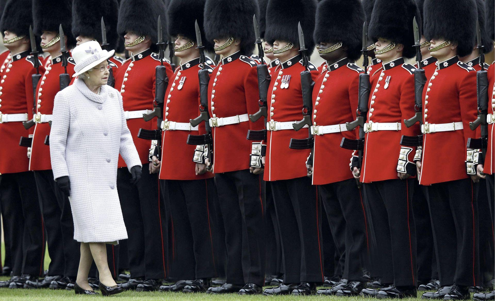 Safirni jubilej kraljice Elizabete u sjeni zahtjeva za abdikacijom