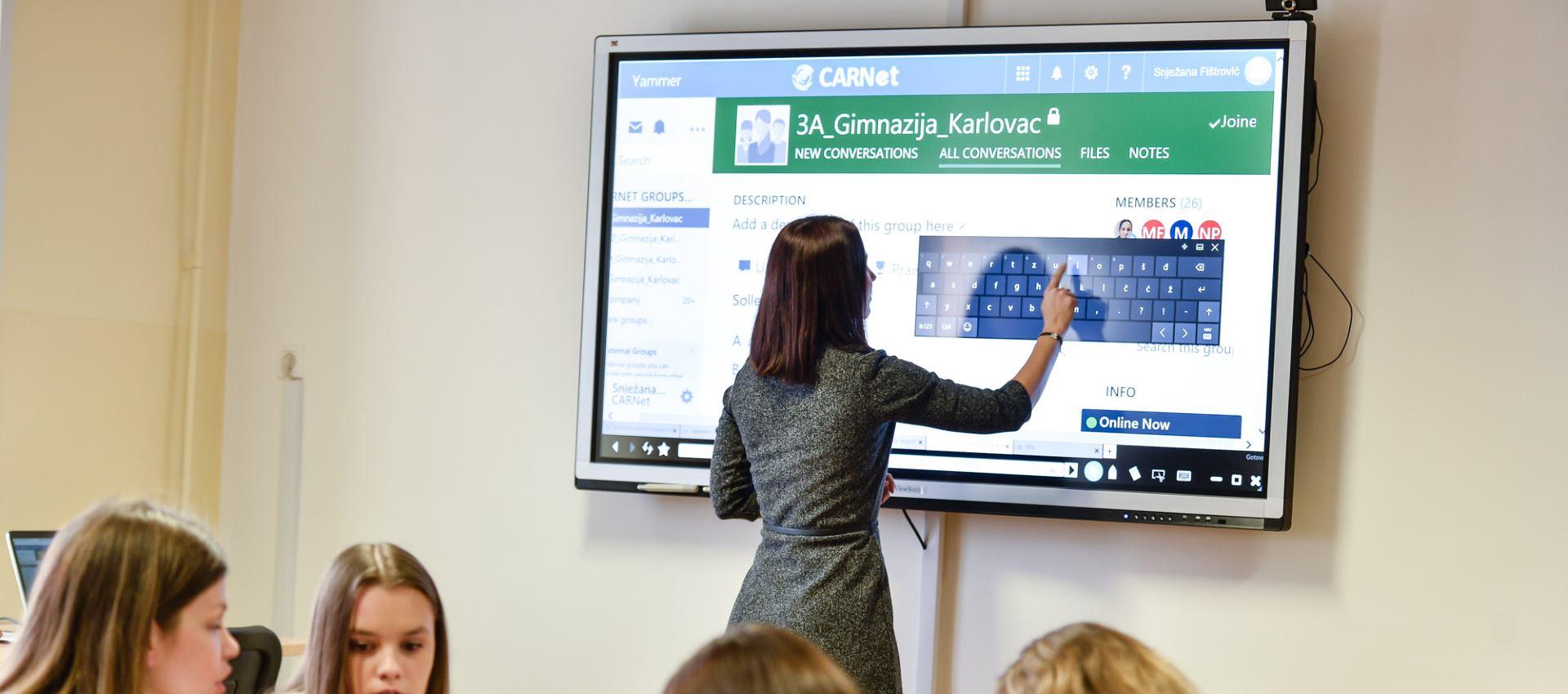 FOTO: Učenici Gimnazije Karlovac dobili učionicu budućnosti