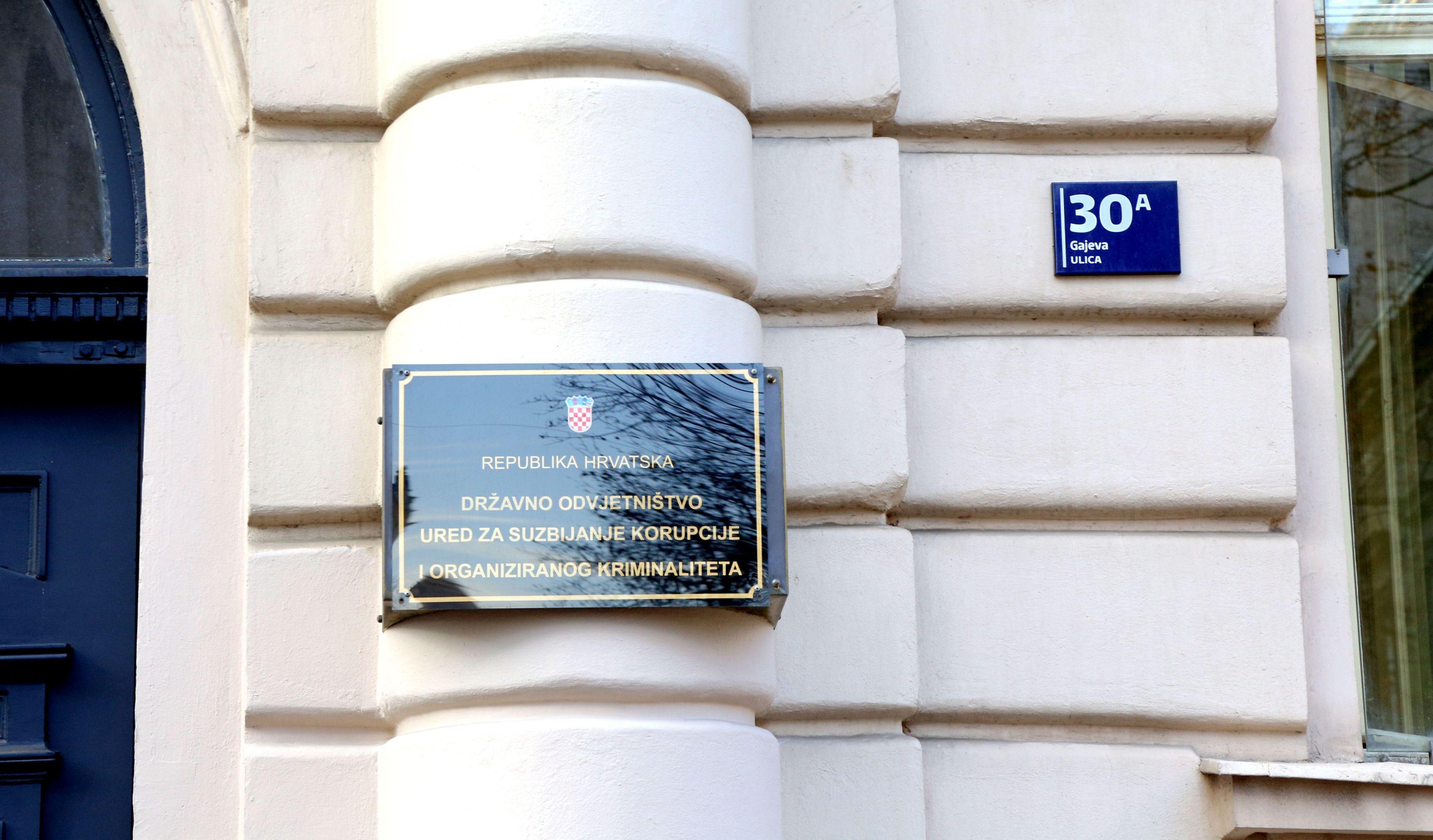 OPTUŽNICA Peteročlana skupina u Hrvatsku uvezla 469 ilegalaca