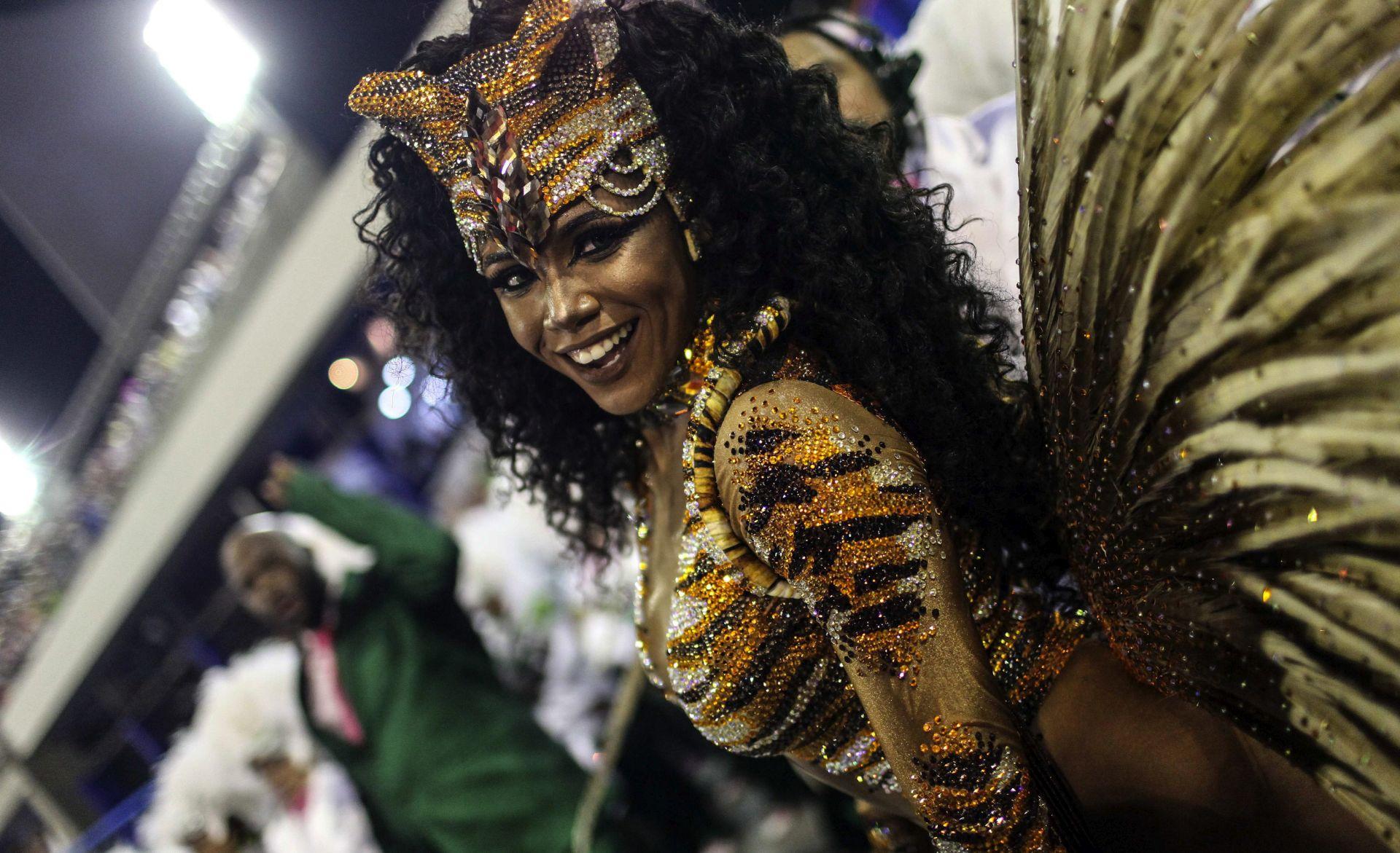 Brazil zaboravio na krizu i prepustio se ritmu karnevala