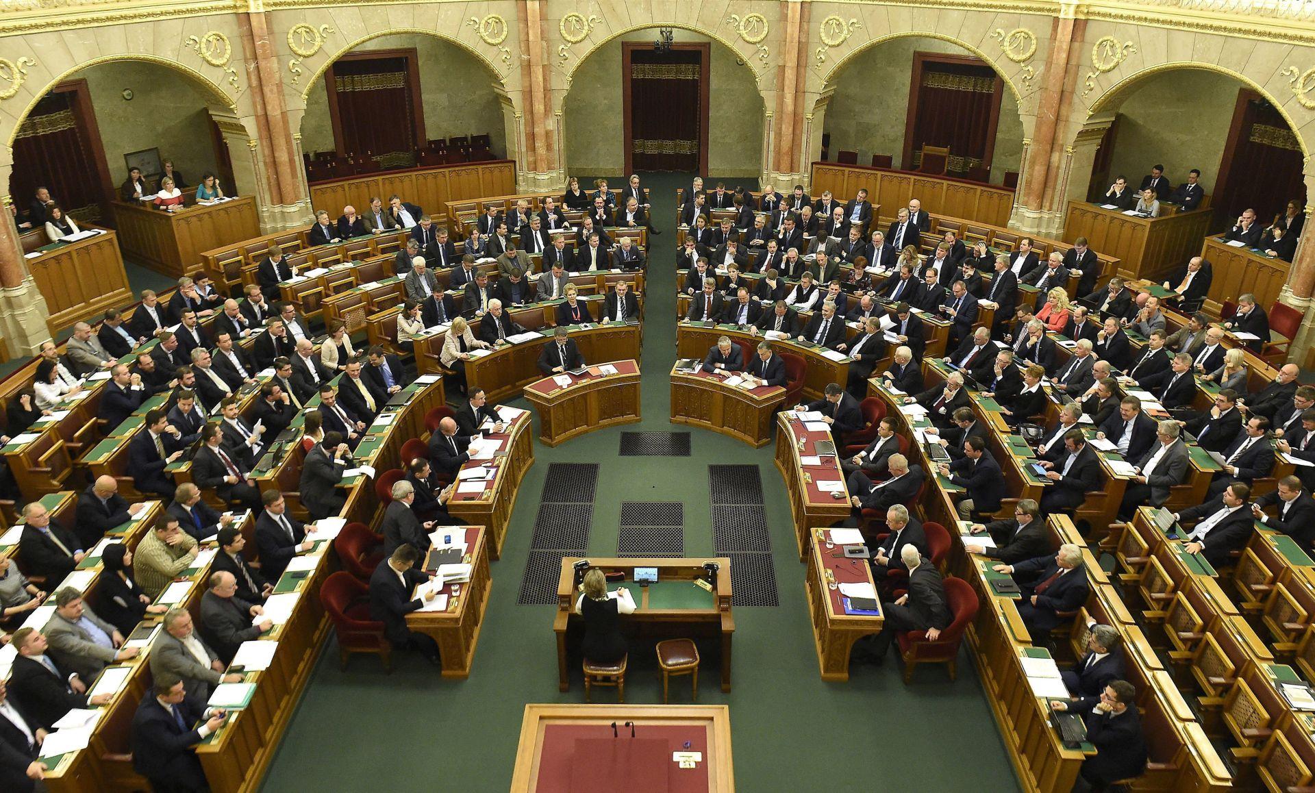 Mađarska planira pritvarati tražitelje azila dok im se obrađuju zahtjevi