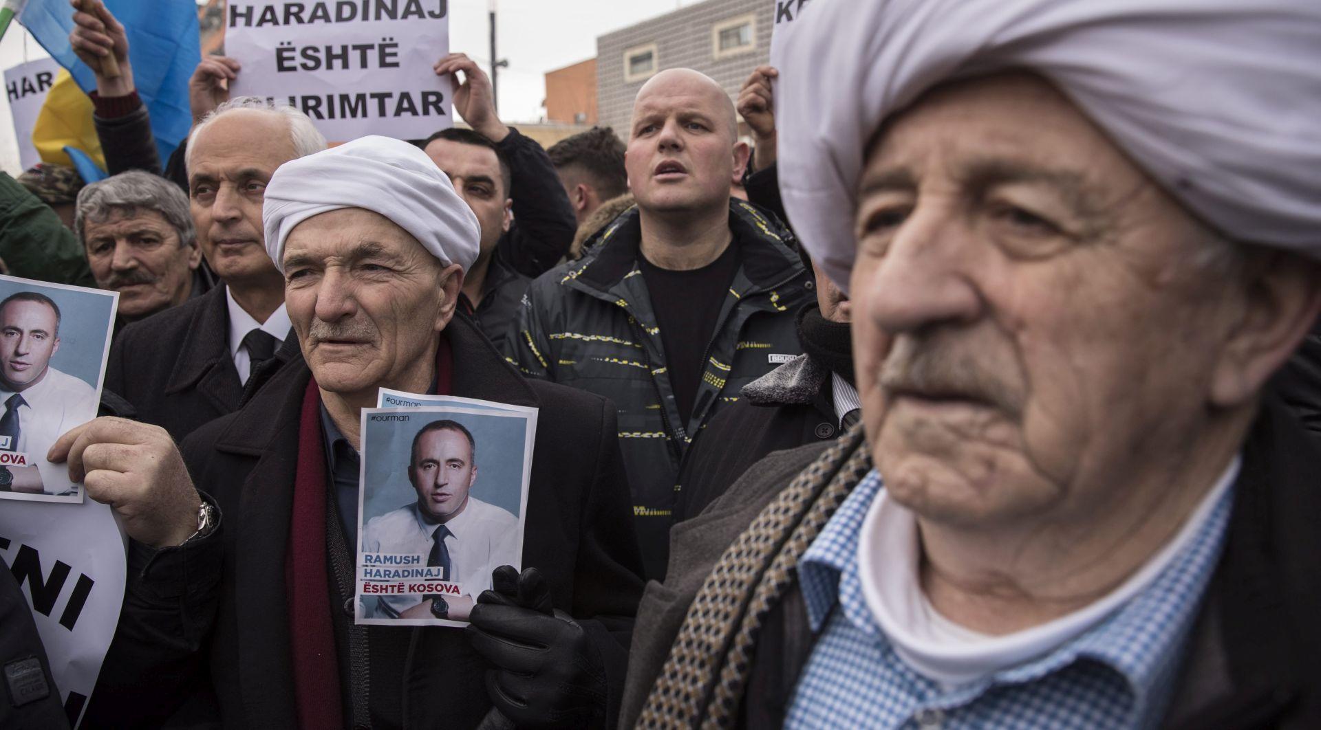 Kosovo slavi deveti rođendan u tmurnom raspoloženju