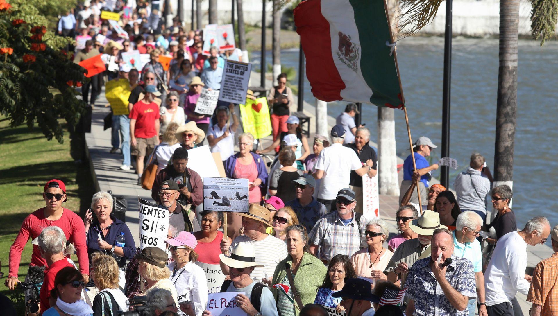 MEKSIKO Tisuće ljudi prosvjeduju protiv Donalda Trumpa