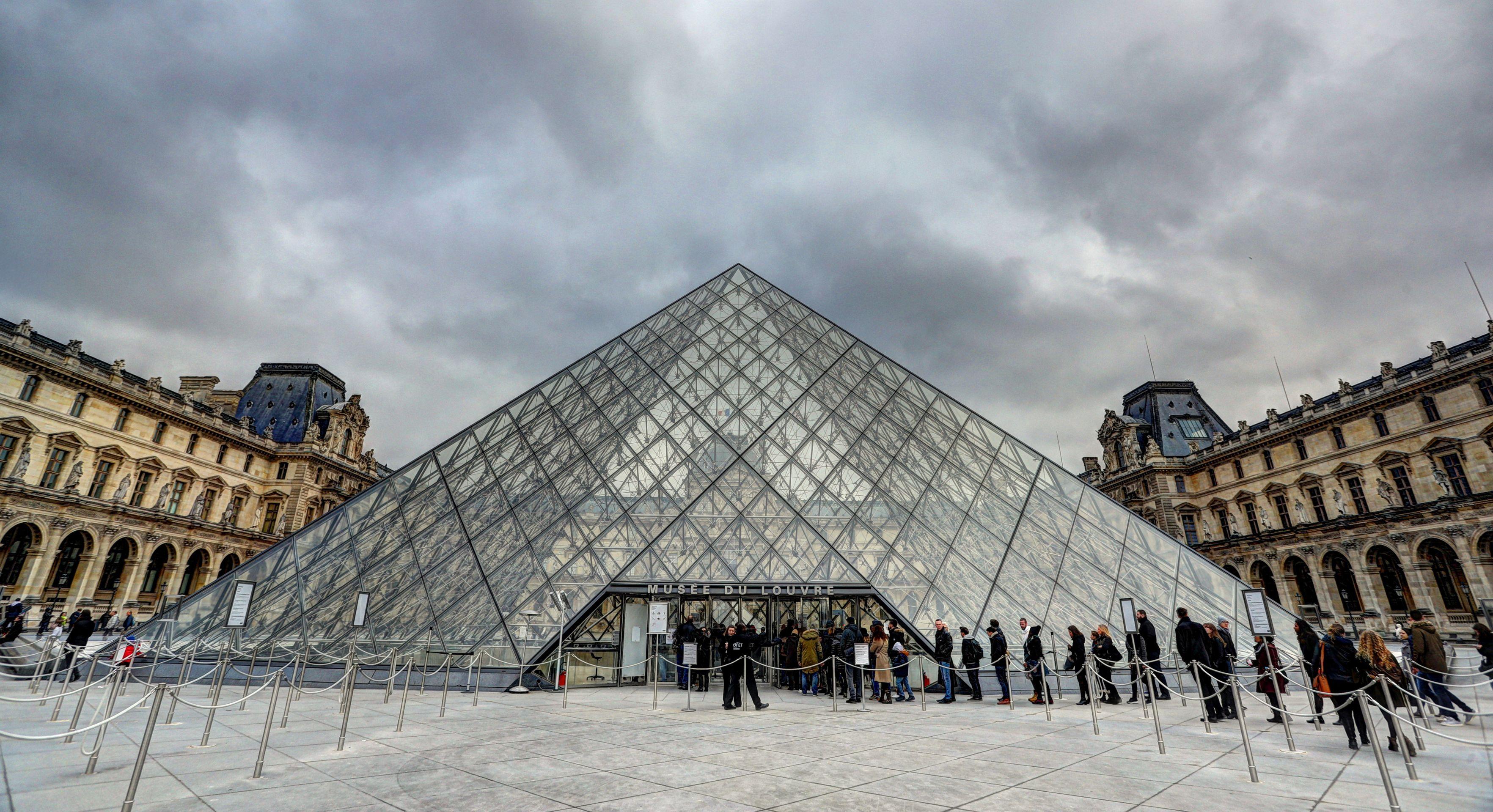 Ponovno otvoren muzej Louvre u Parizu