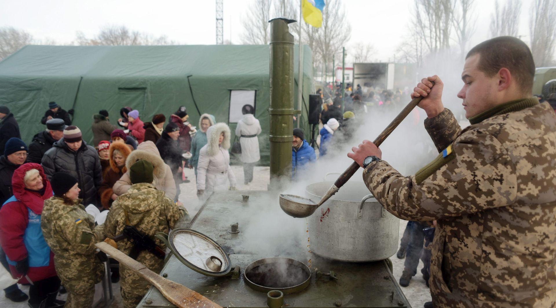 Nastavlja se bombardiranje ukrajinske Avdiivke, vojska dijeli hranu