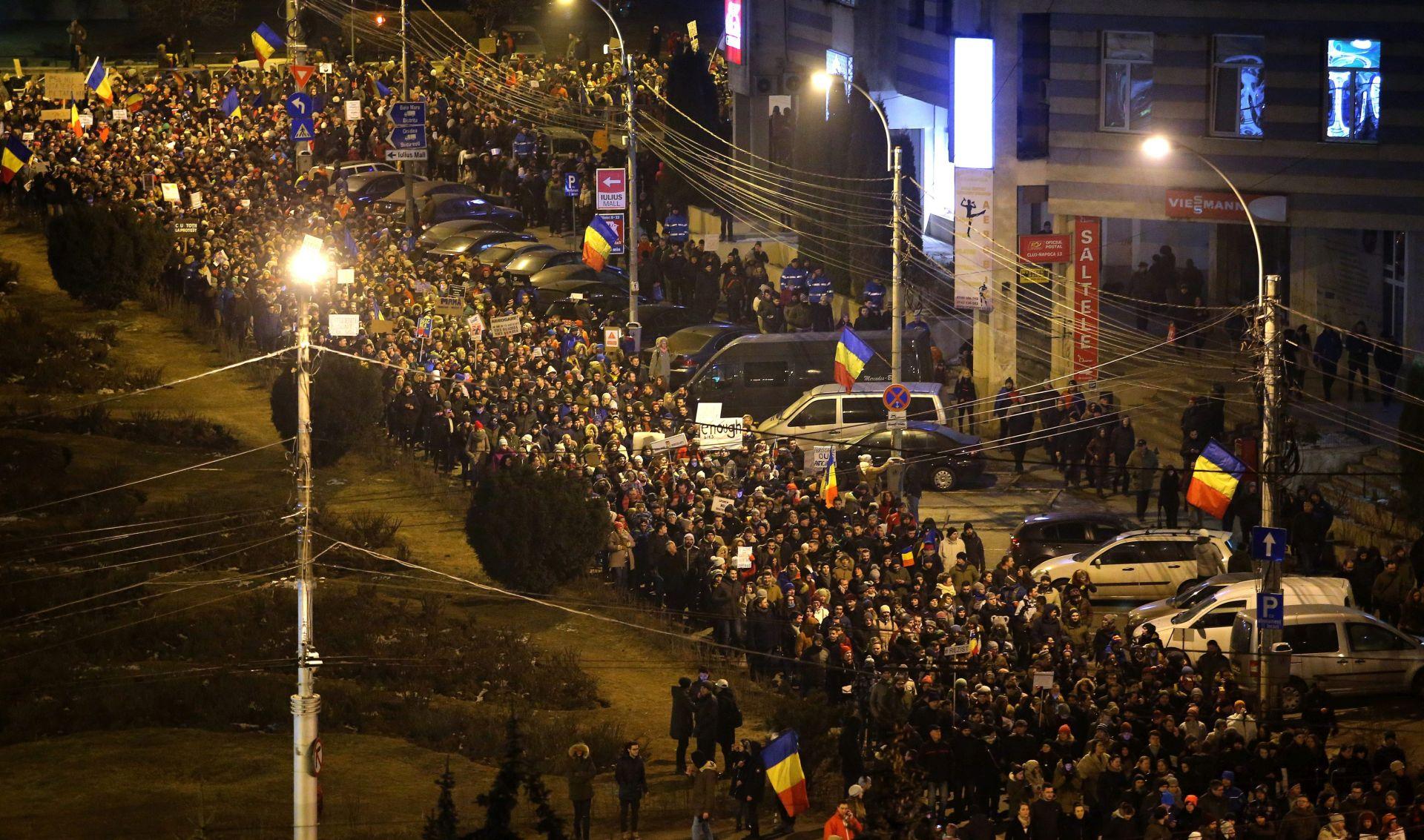 Više od 250.000 Rumunja okupilo se na najvećem protukorupcijskom prosvjedu
