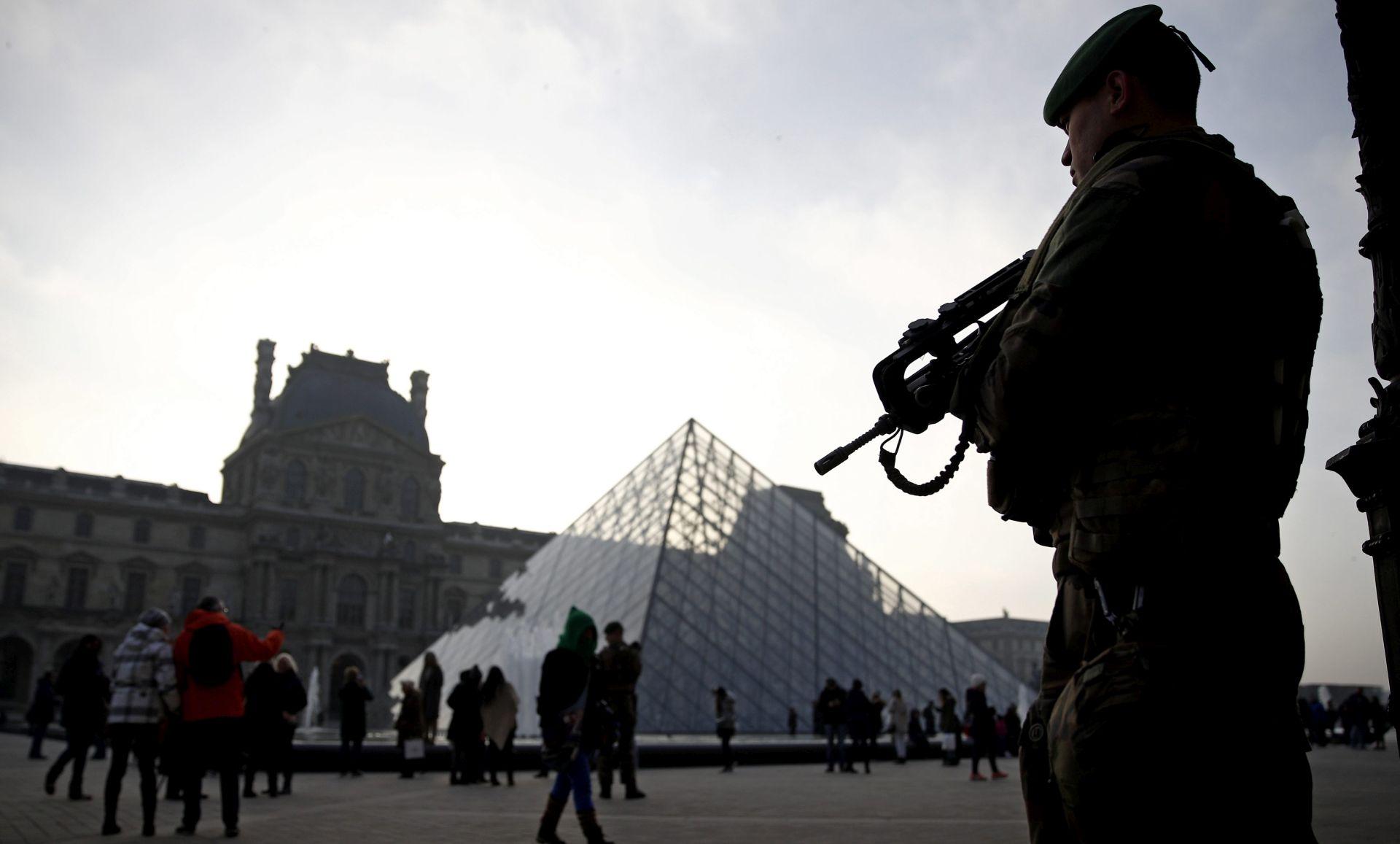 Napadač iz Louvrea kaže da nije dobio naputke od IS-a