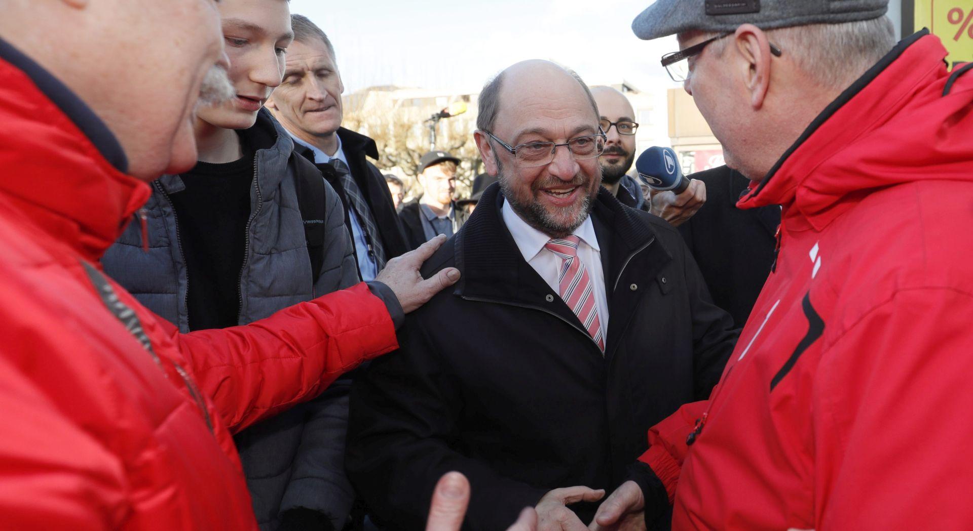 Raste popularnost njemačkih socijaldemokrata nakon kandidiranja izazivača Angele Merkel