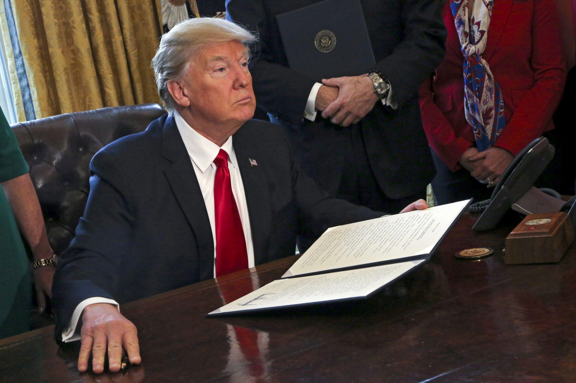 Trump donio novu uredbu, Iračani isključeni iz zabrane ulaska u SAD
