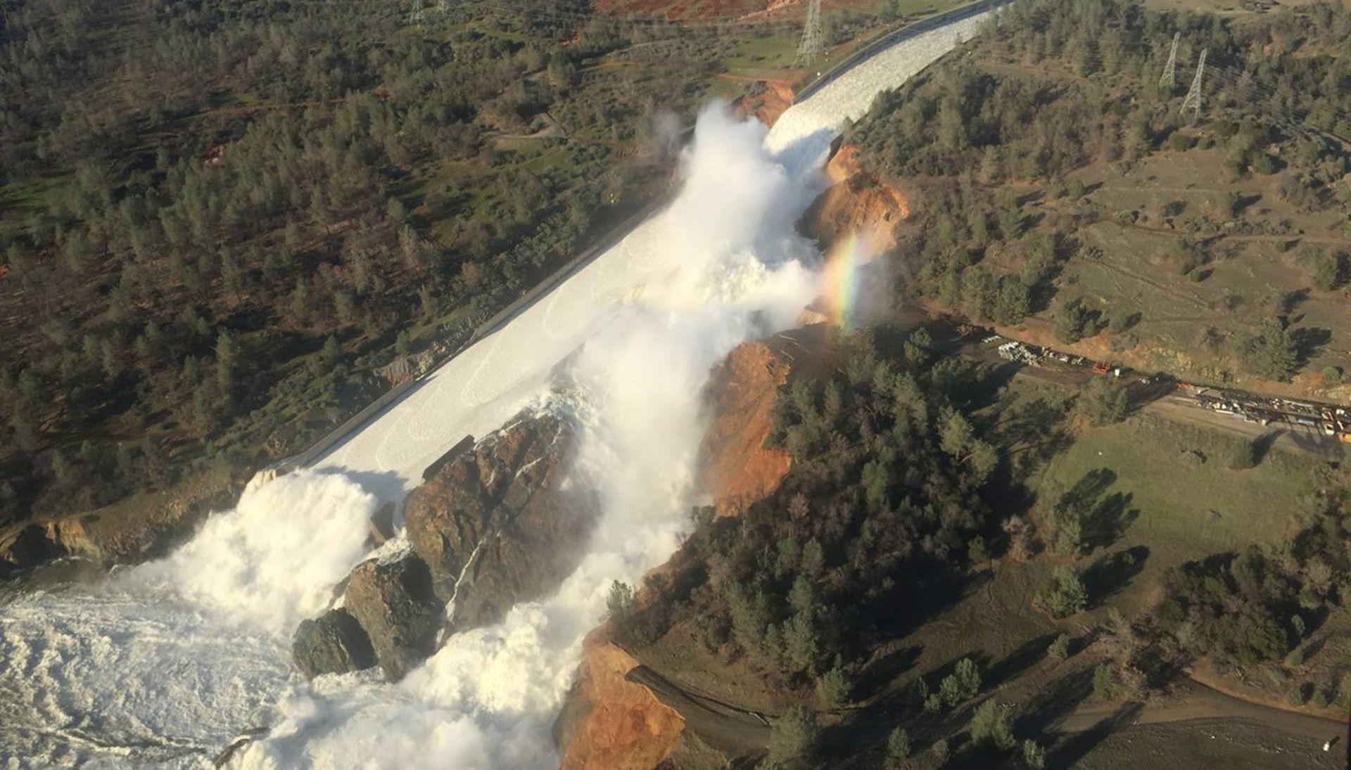 VIDEO: Gotovo 200.000 ljudi treba se evakurati radi mogućnosti popuštanja brane