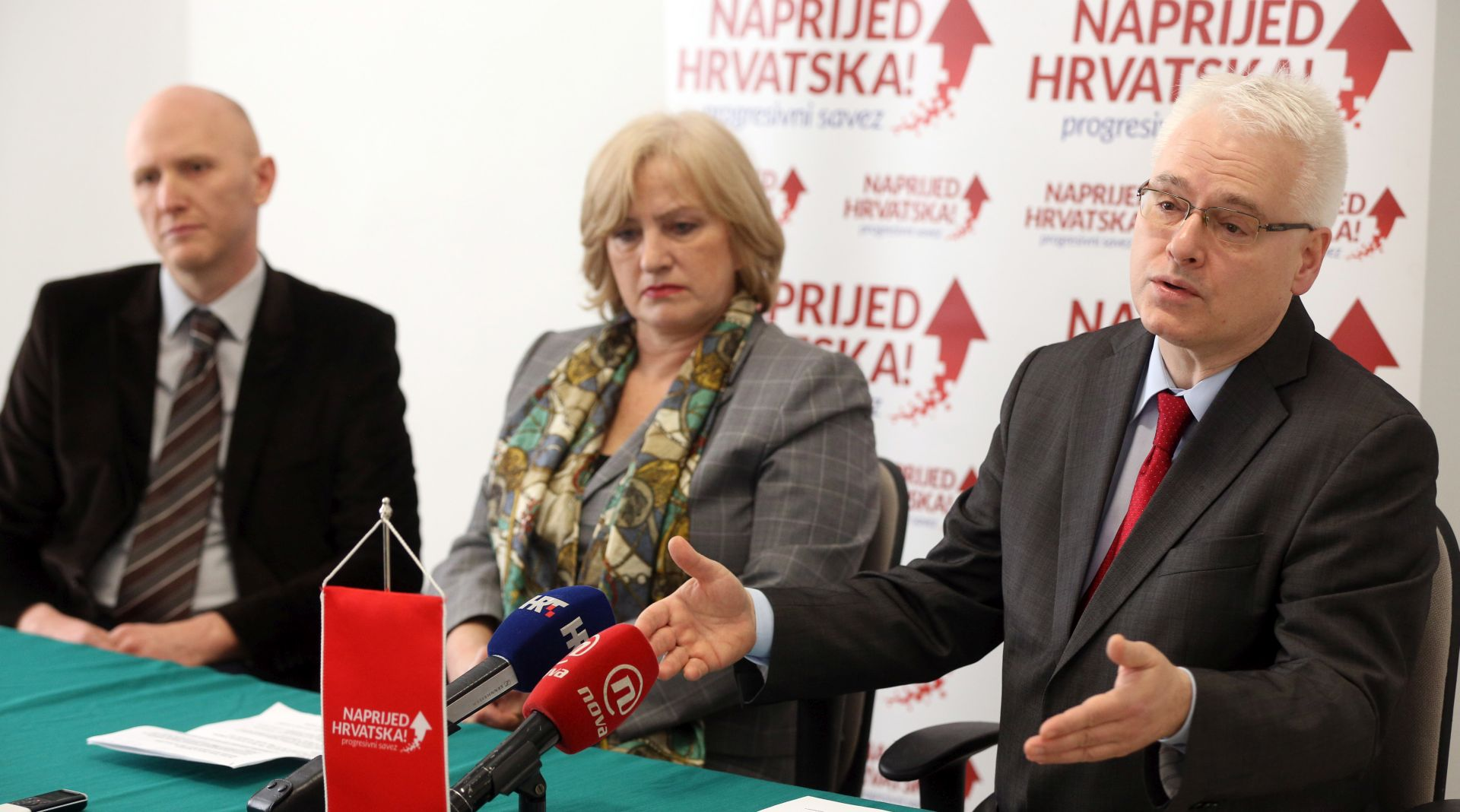 Josipović predlaže mjere za olakšavanje položaja dužnika