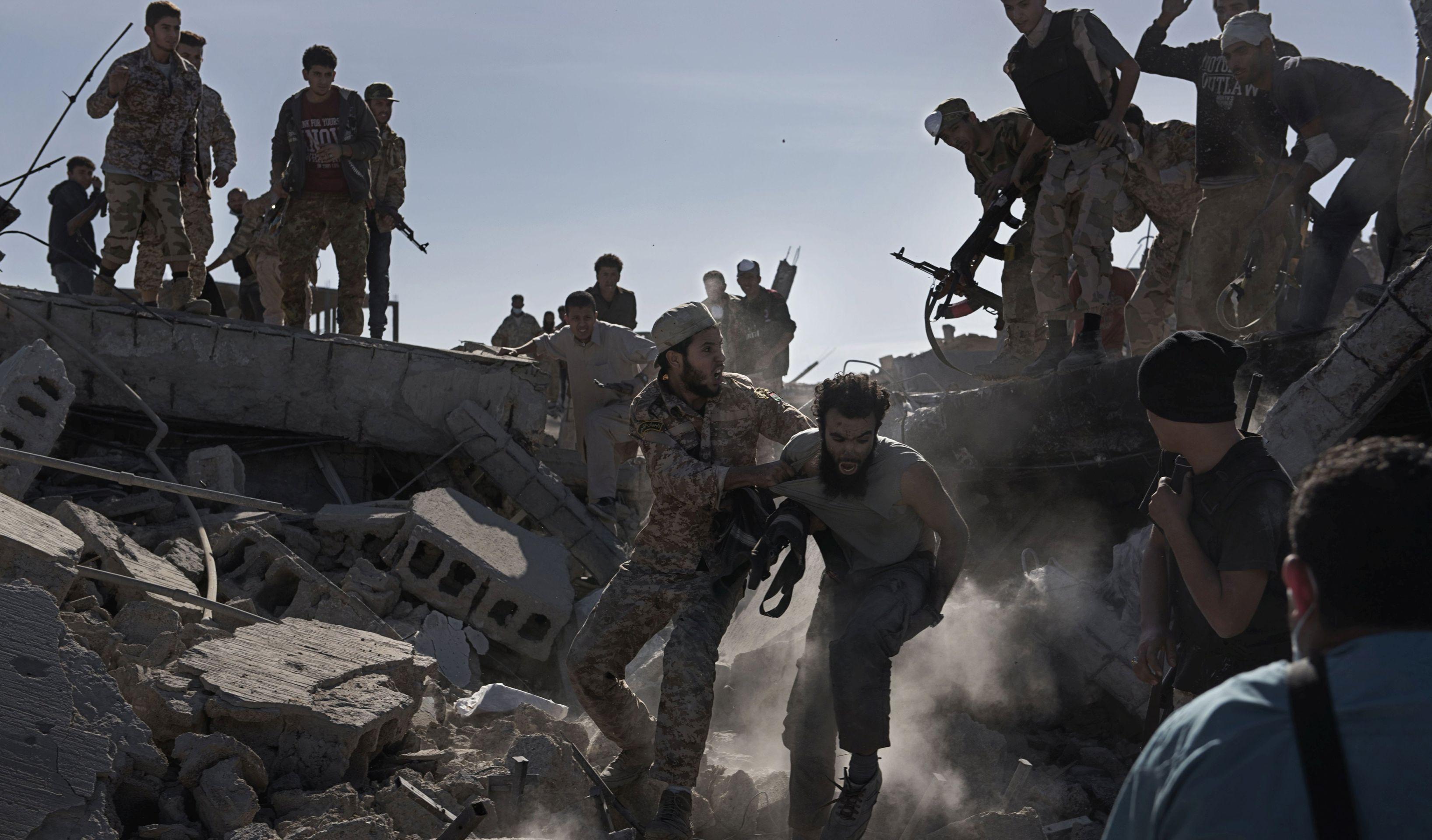 Sirijski pobunjenici uz potporu Turske preuzeli kontrolu nad središtem al-Baba
