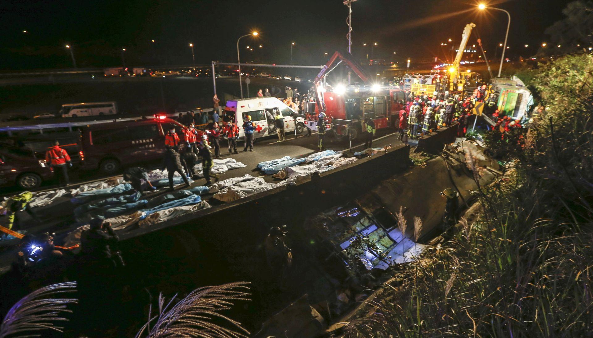 U sudaru autobusa u Tajvanu poginulo najmanje 32 ljudi