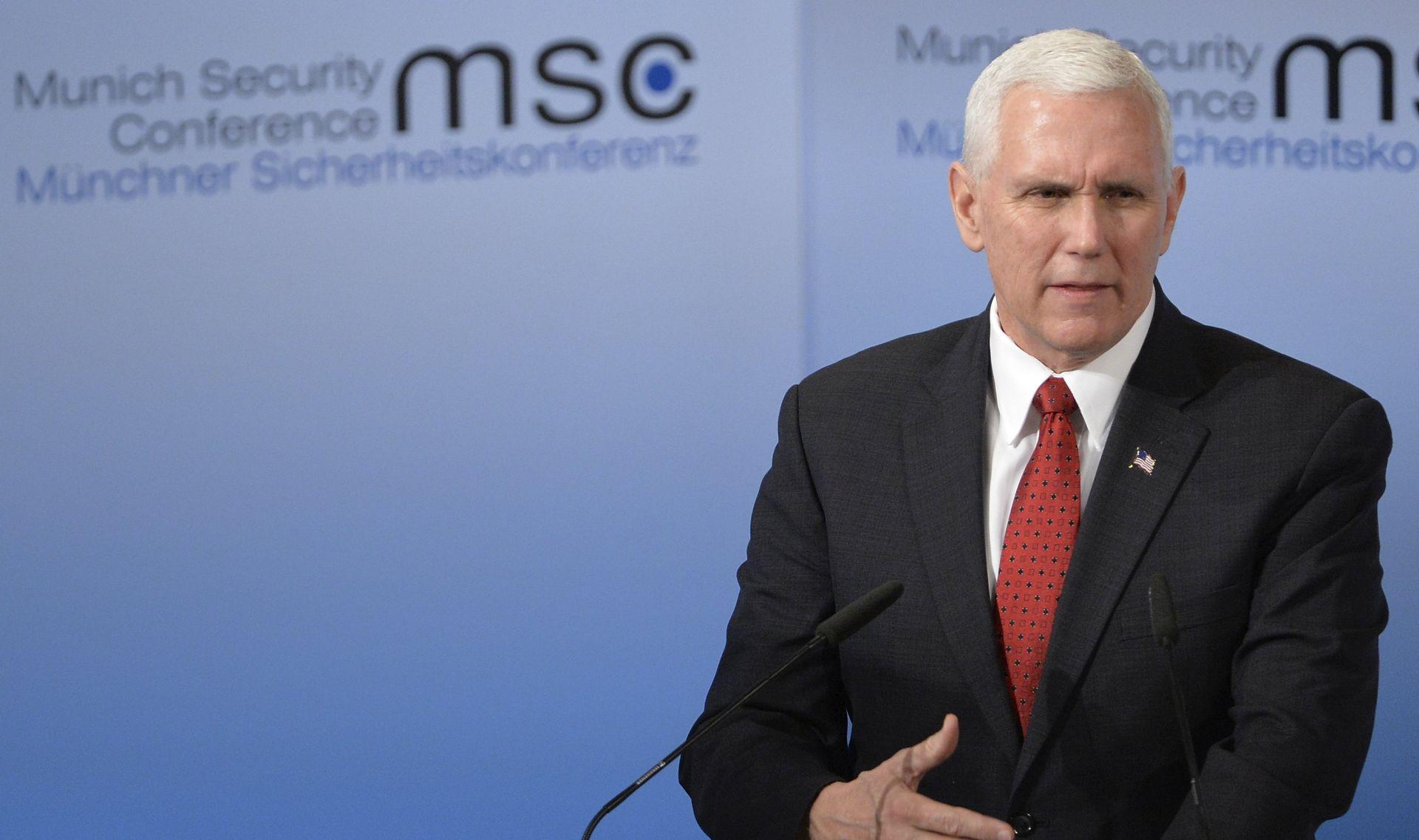 PENCE 'SAD 'nepokolebljivo' podupire NATO i drži Rusiju odgovornom za Ukrajinu'