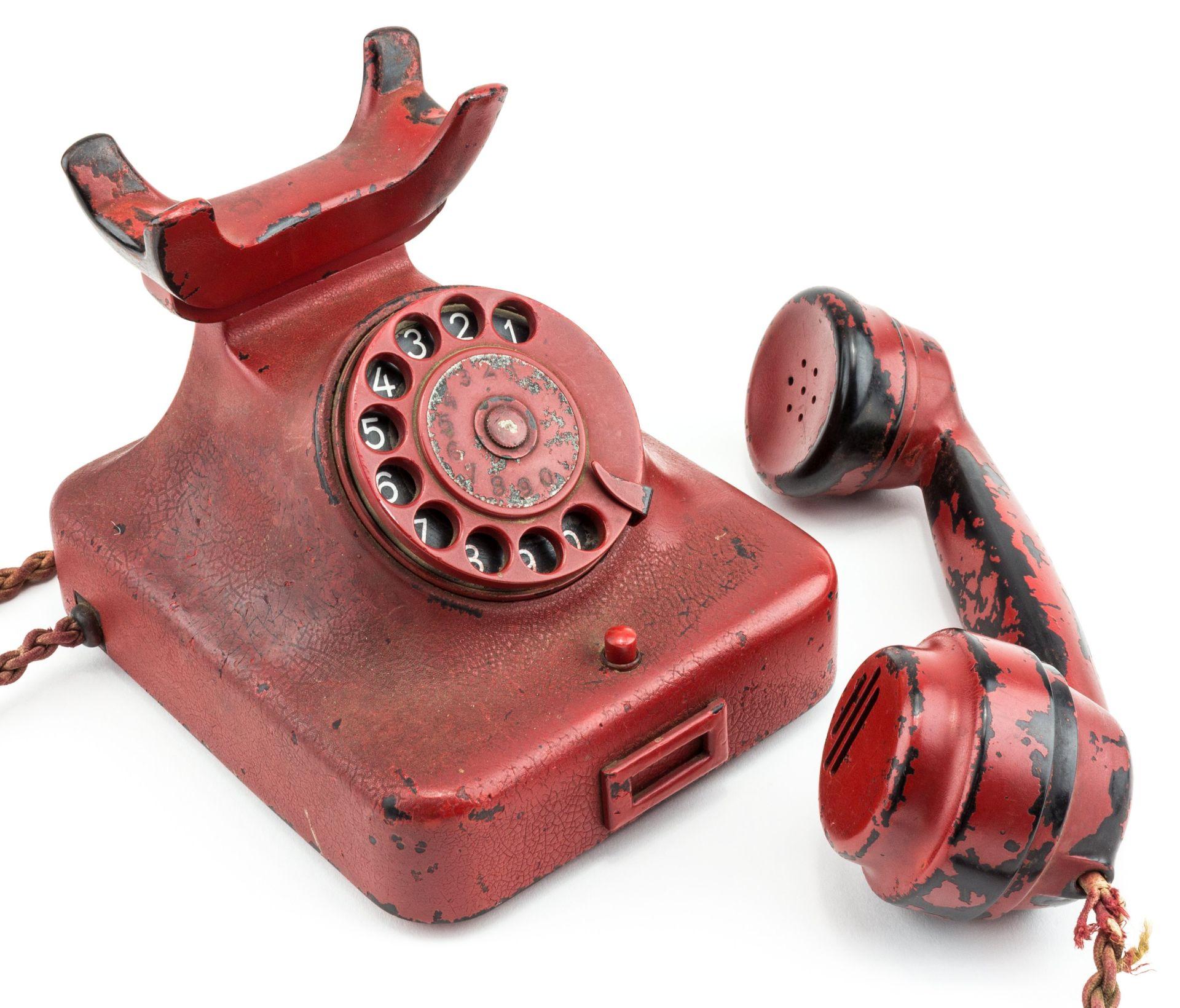 ZA VIŠE OD 400 TISUĆA DOLARA Na aukciji prodan zloglasni Hitlerov crveni telefon
