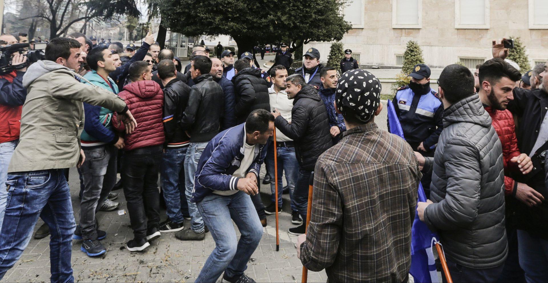 Albanska oporba prosvjeduje protiv vlade koju optužuje za korupciju