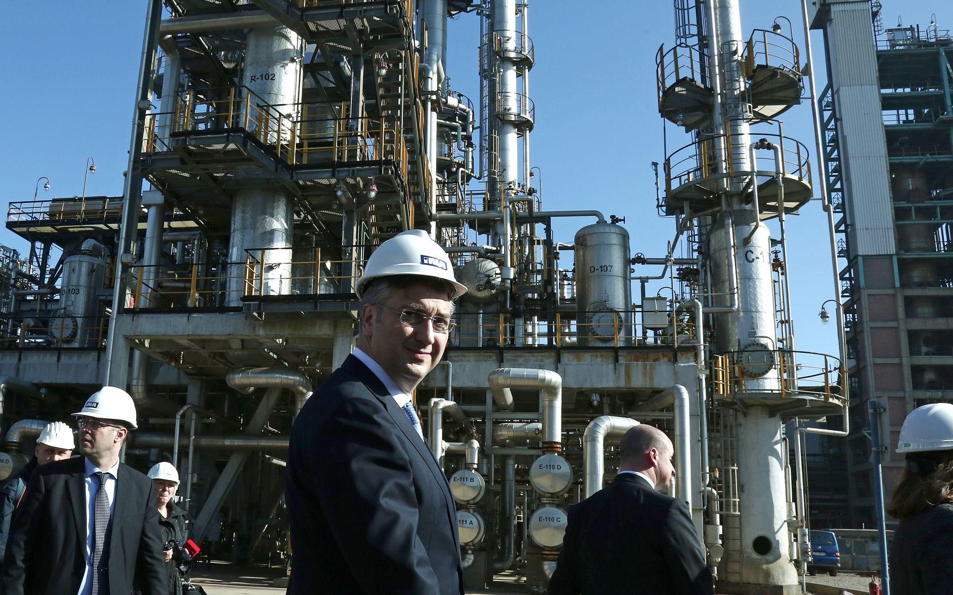 Premijer Plenković i članovi Vlade u Rafineriji nafte Sisak