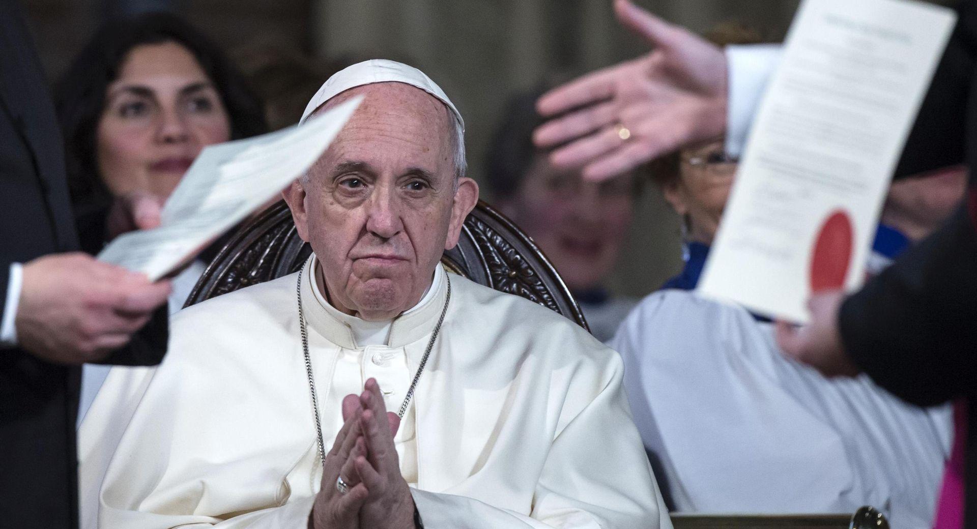 Papa Franjo poklonio se redovniku koji se hrvao s vragom