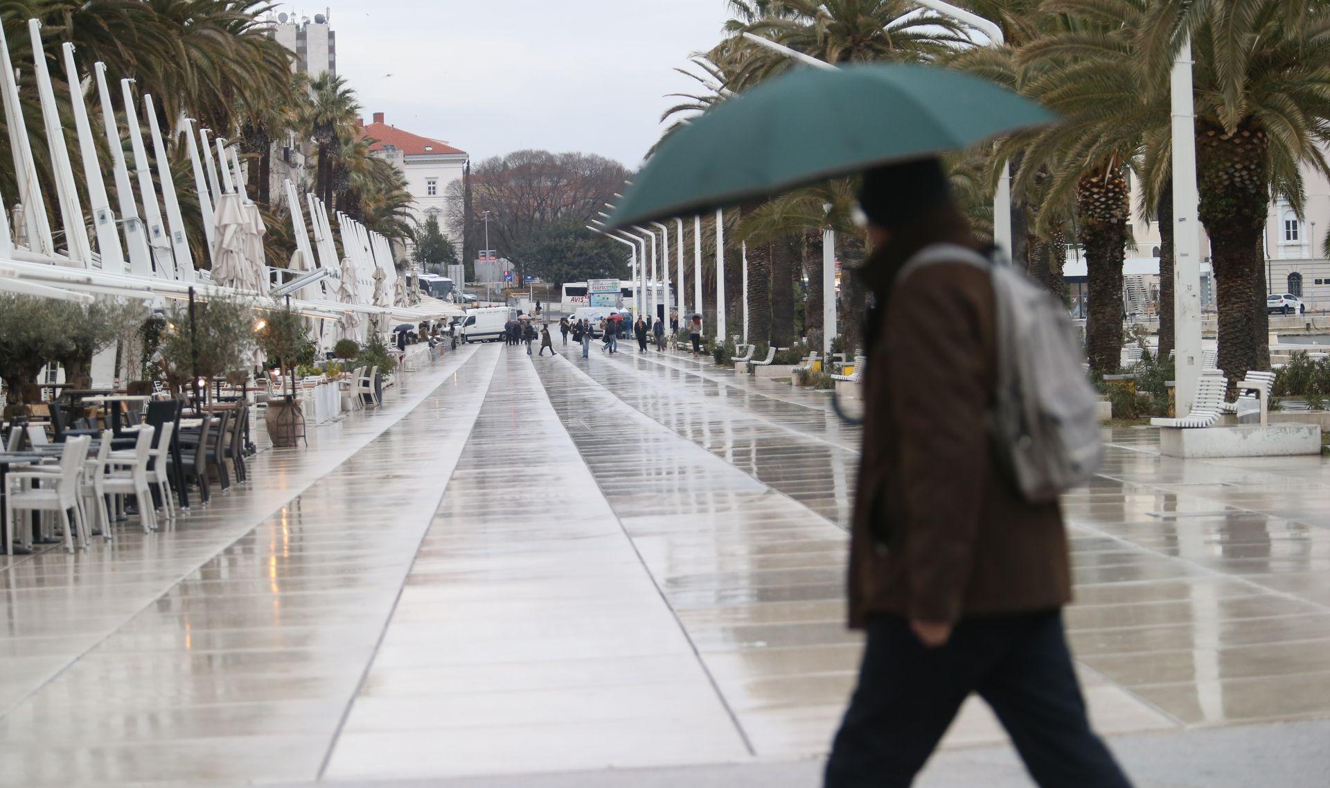VRIJEME Oblačno, na Jadranu kiša