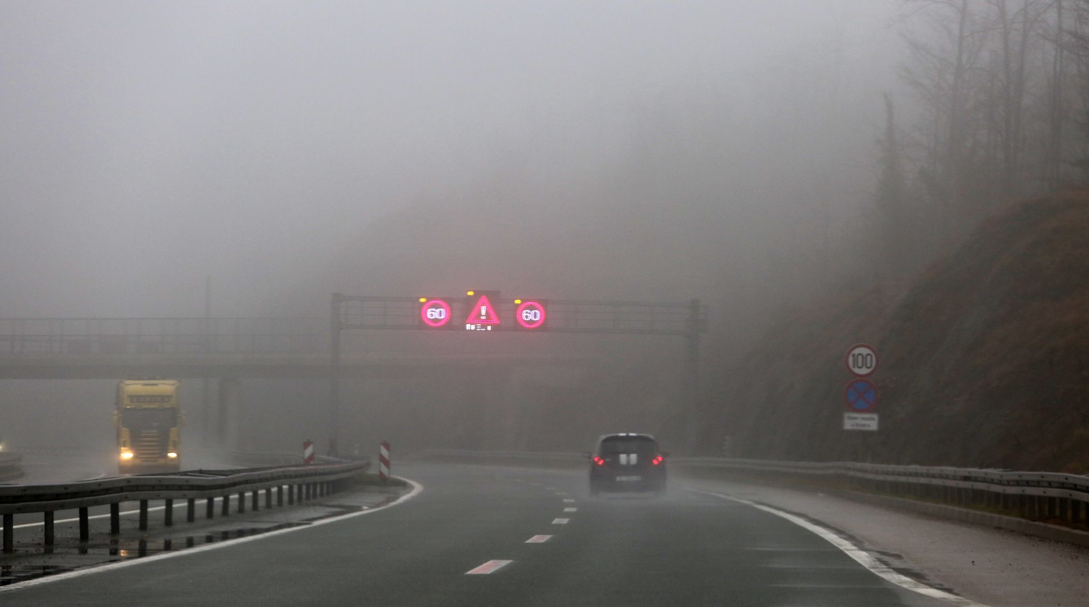 HAK Magla ponegdje usporava vožnju