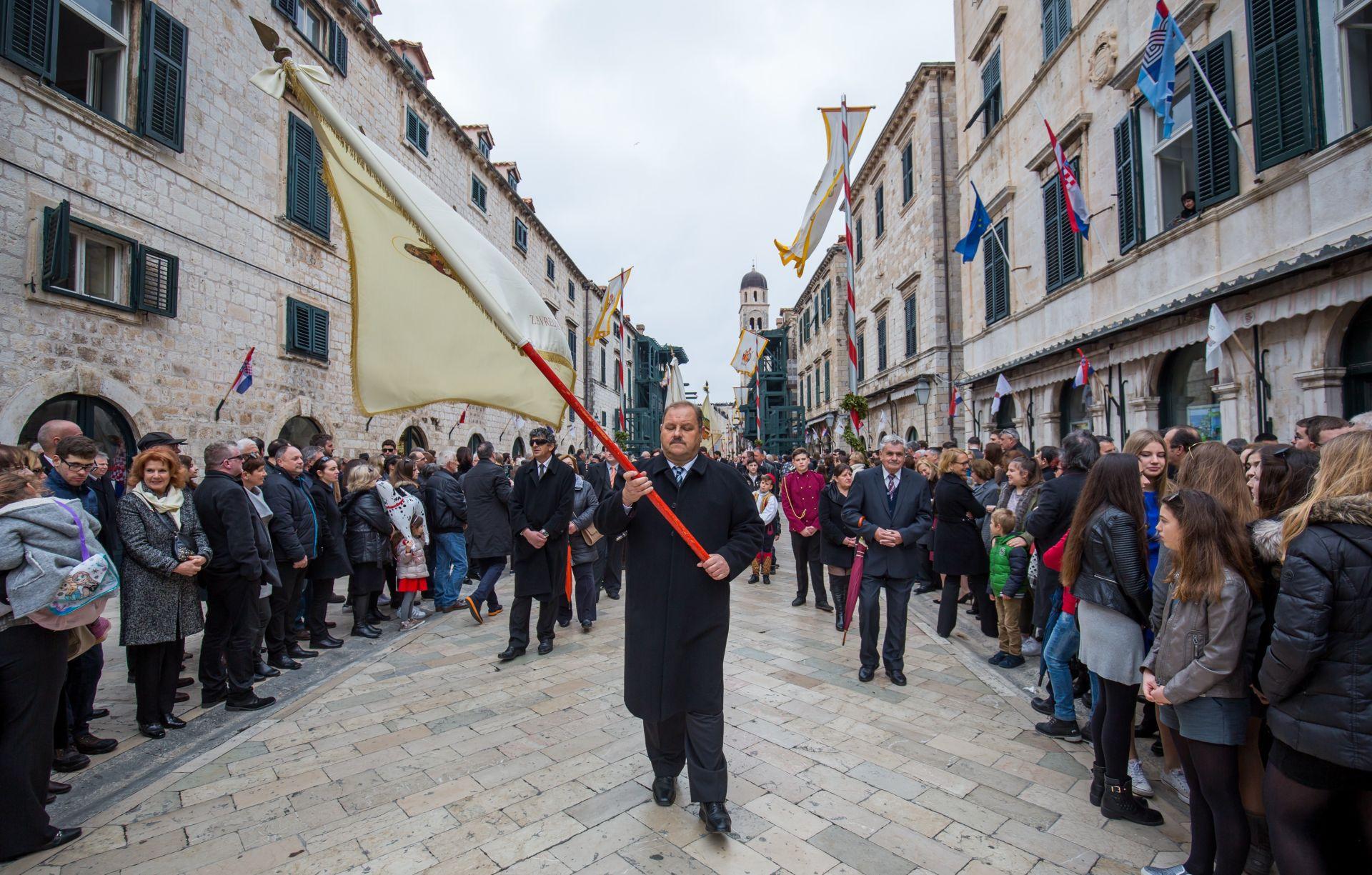 Spuštanjem barjaka ispred parčeve crkve završena 1045. Festa svetog Vlaha