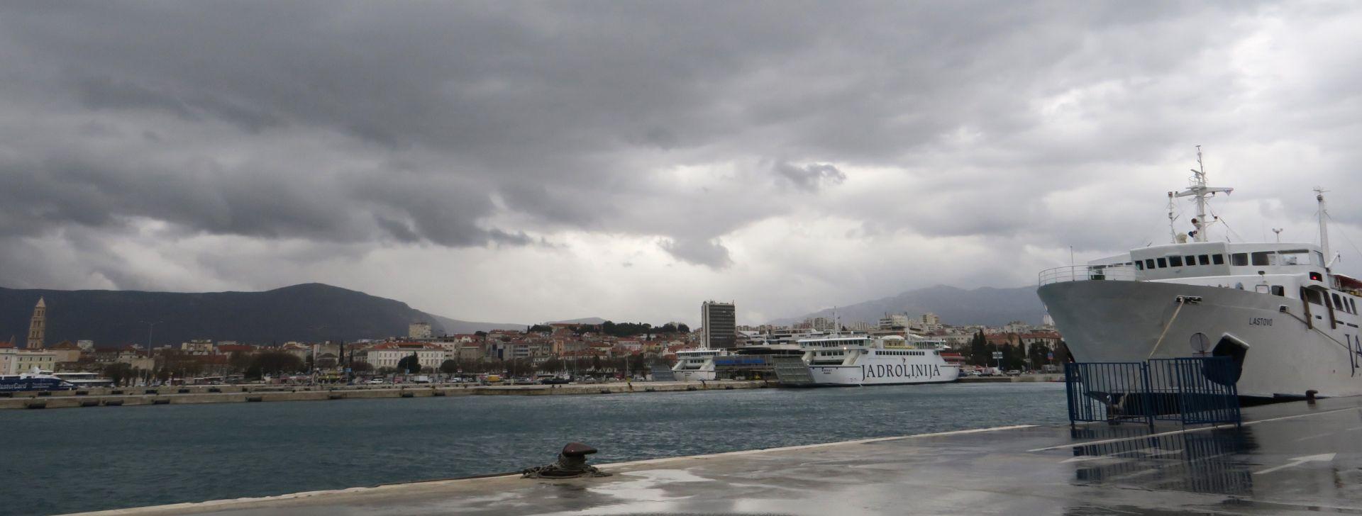 TEMPERATURE DO 15°C Umjereno oblačno, moguća mjestimična kiša