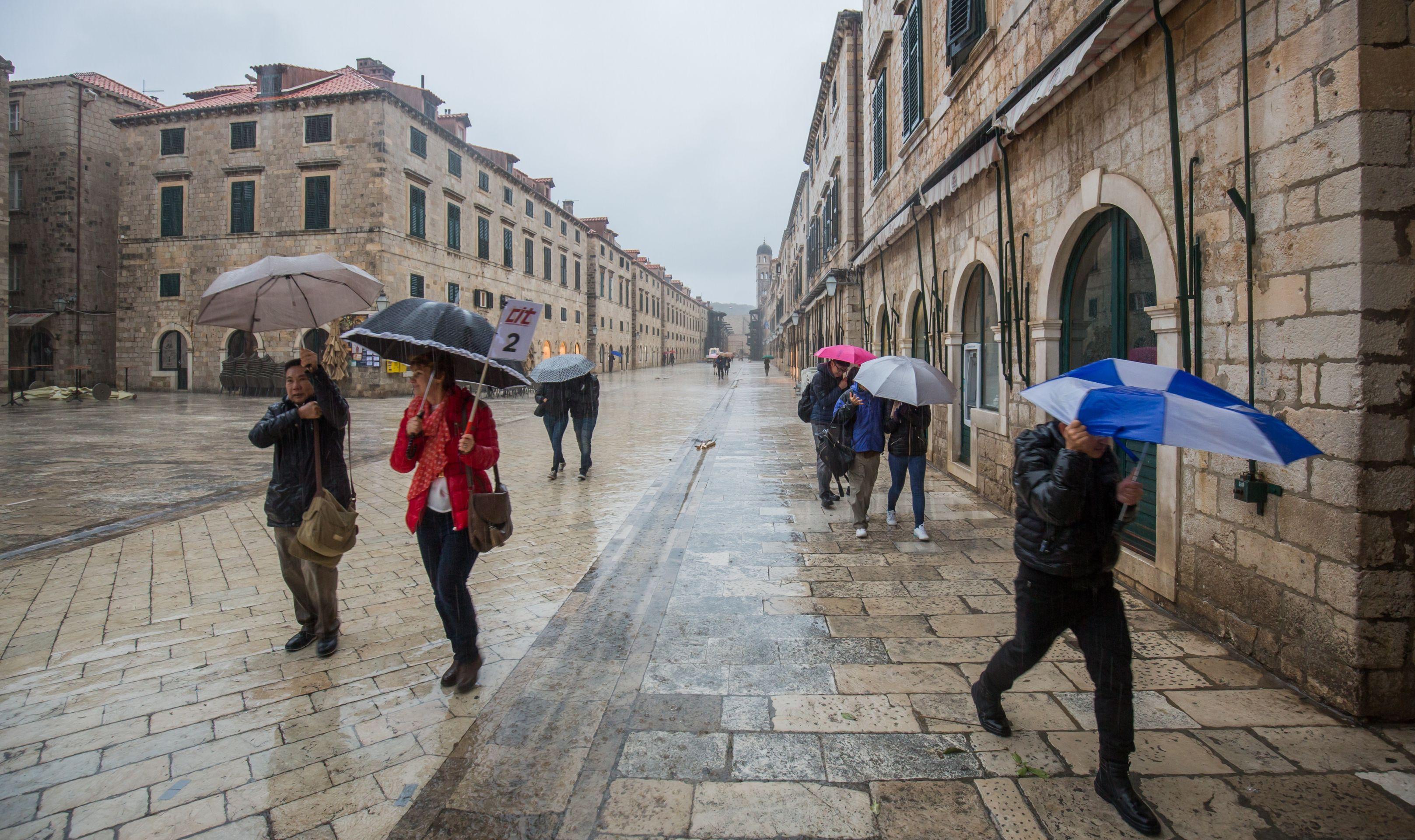 PROMJENA VREMENA ZA VIKEND Kiša, pljuskovi i snijeg
