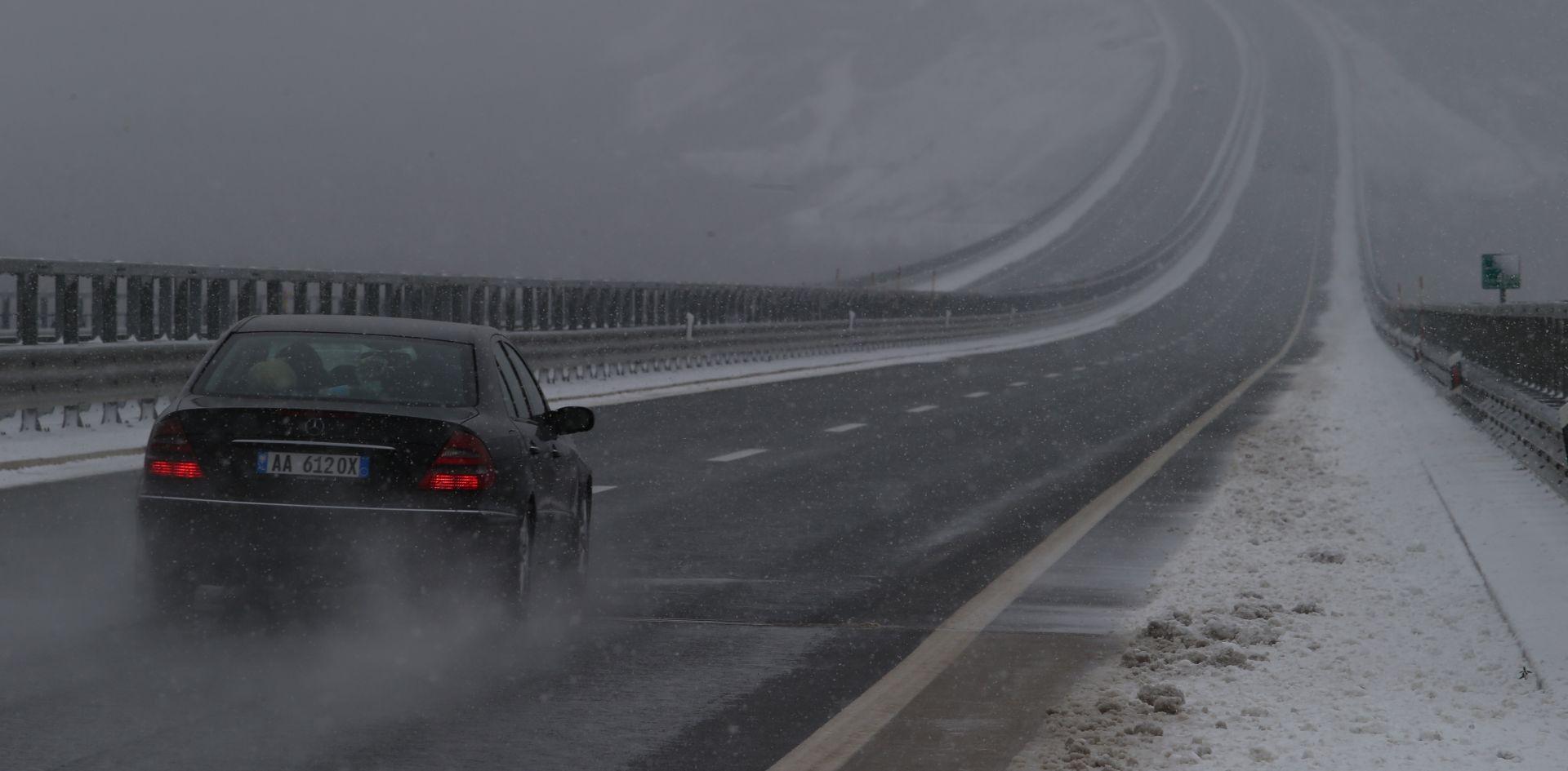 HAK Kolnici skliski i mokri, ledena kiša usporava promet