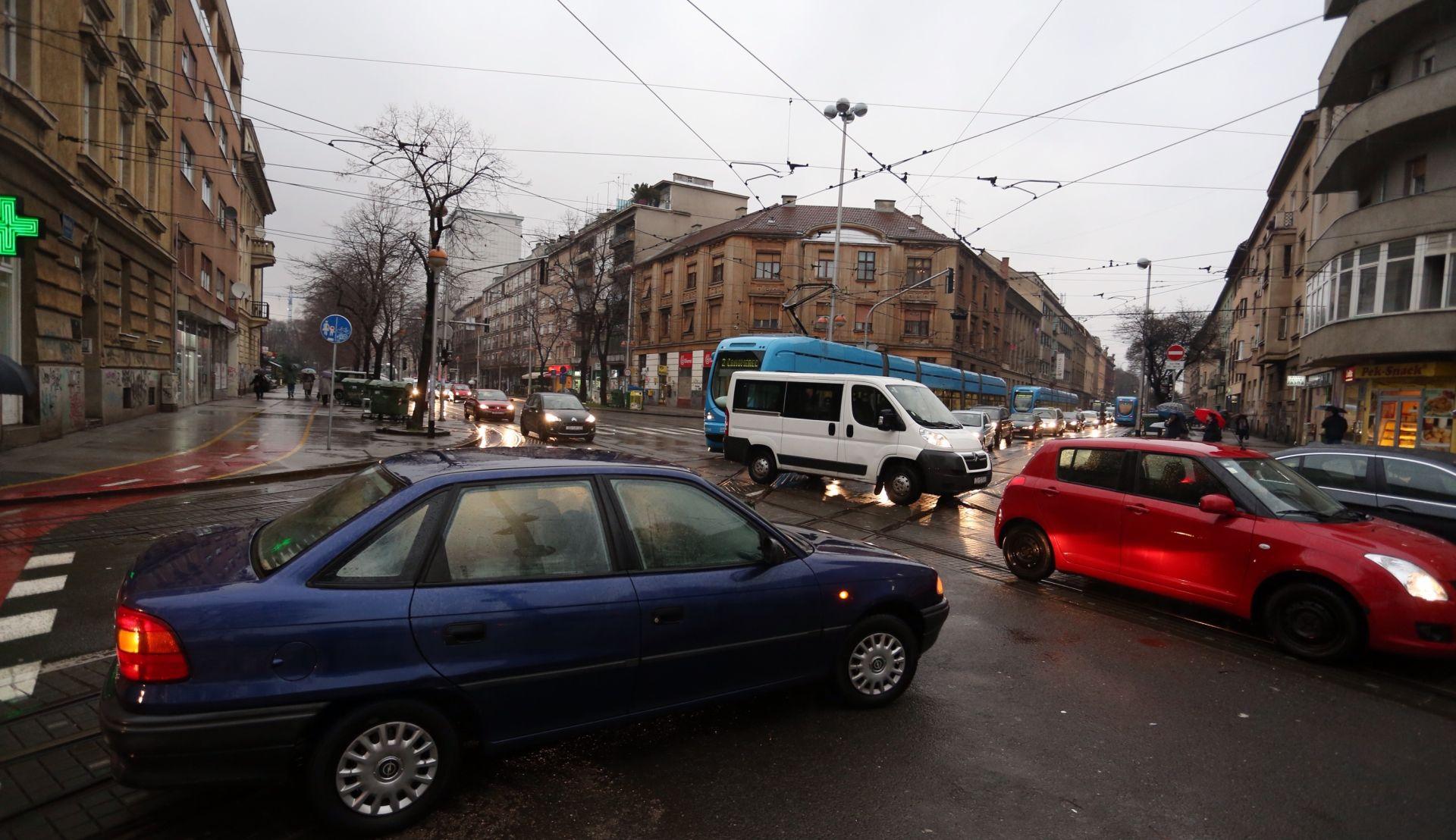 Zastoj u Savskoj, tramvaji ne voze zbog nestanka struje