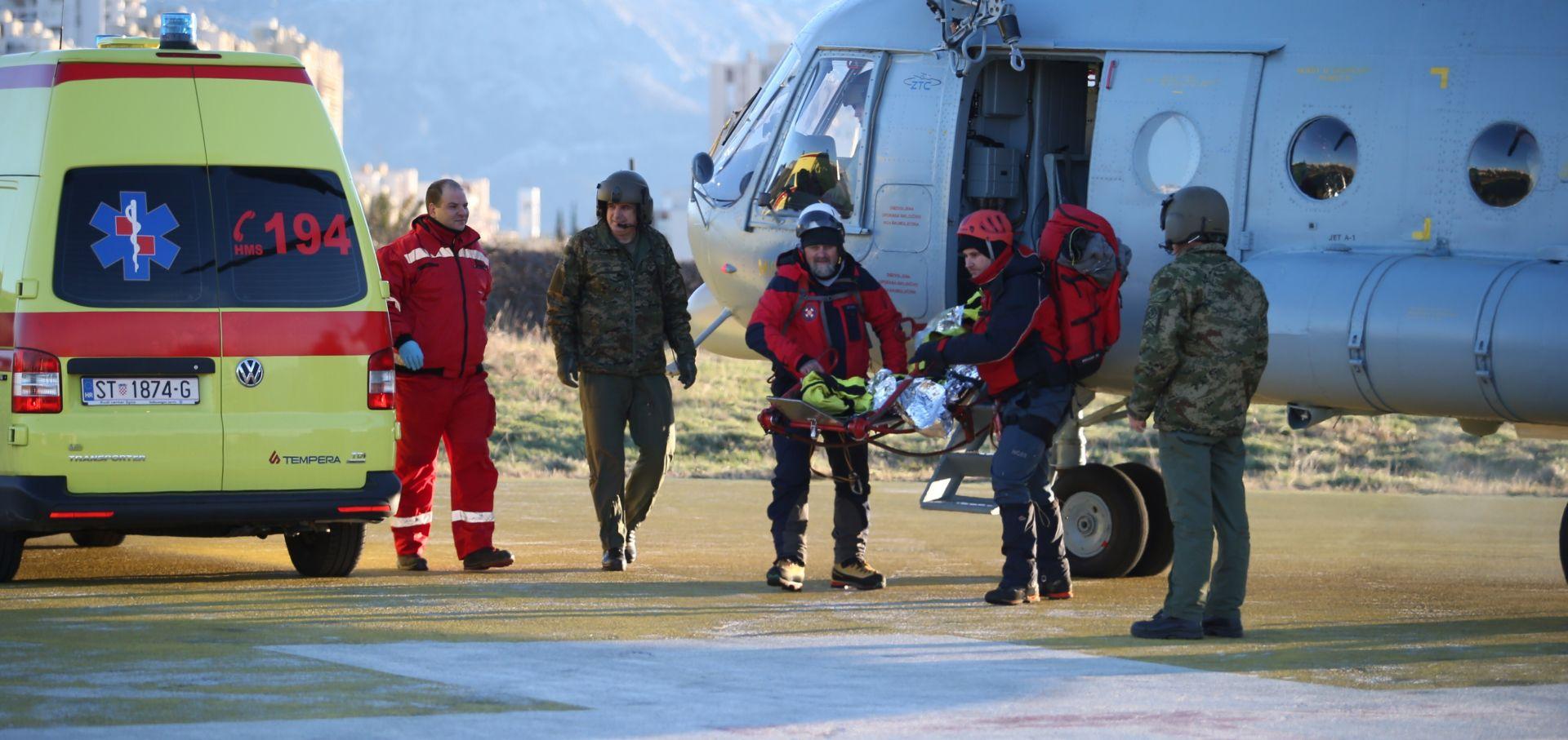 HGSS Ozlijeđeni planinar s Mosora helikopterom prebačen na Firule