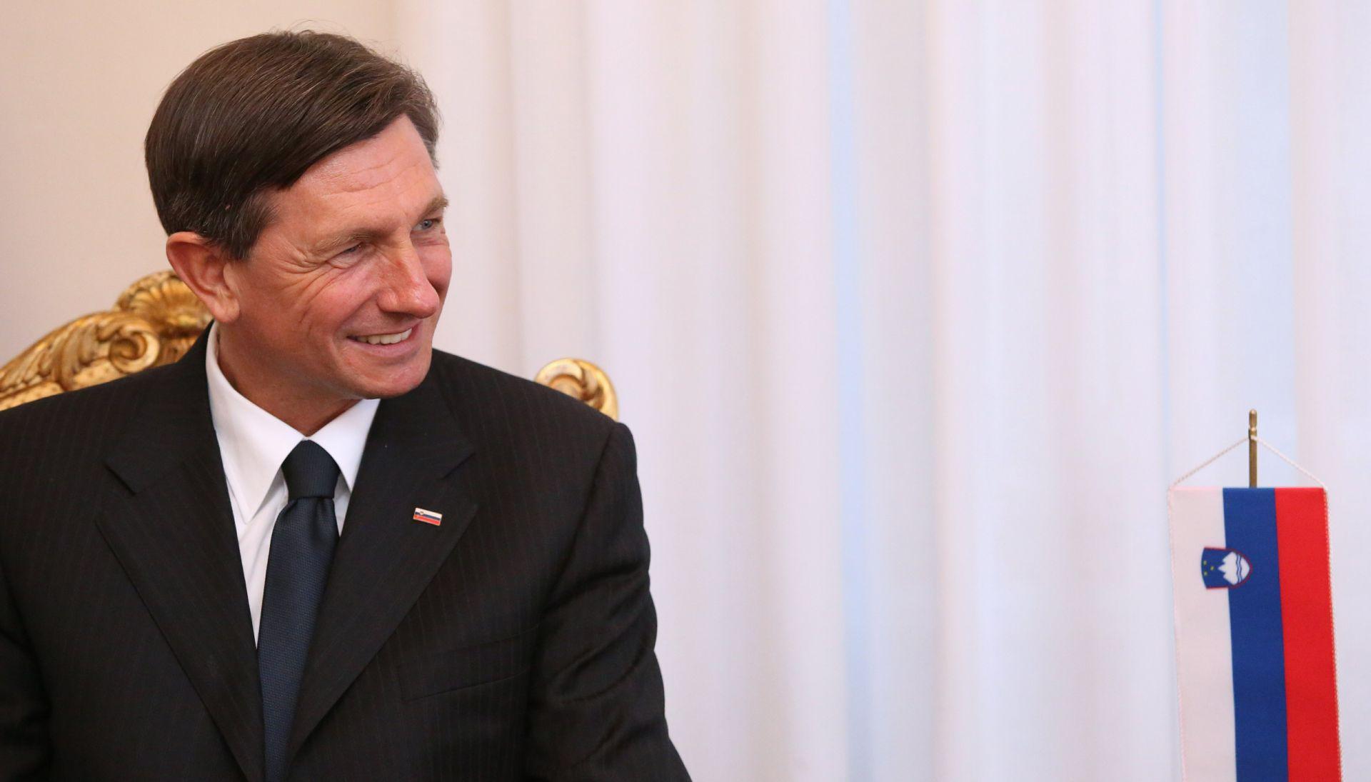 Pahor u Berlinu pred posjet Rusiji razgovarao s Angelom Merkel