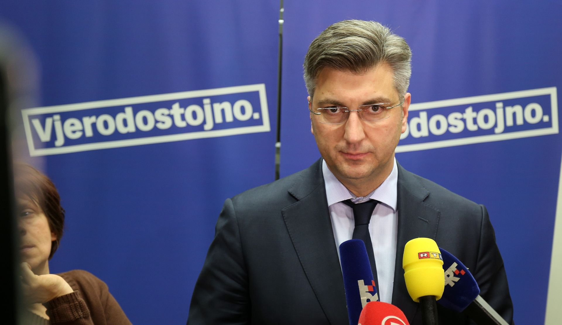 PLENKOVIĆ 'Vlada nastoji naći rješenje da građanima ne poskupi struja'