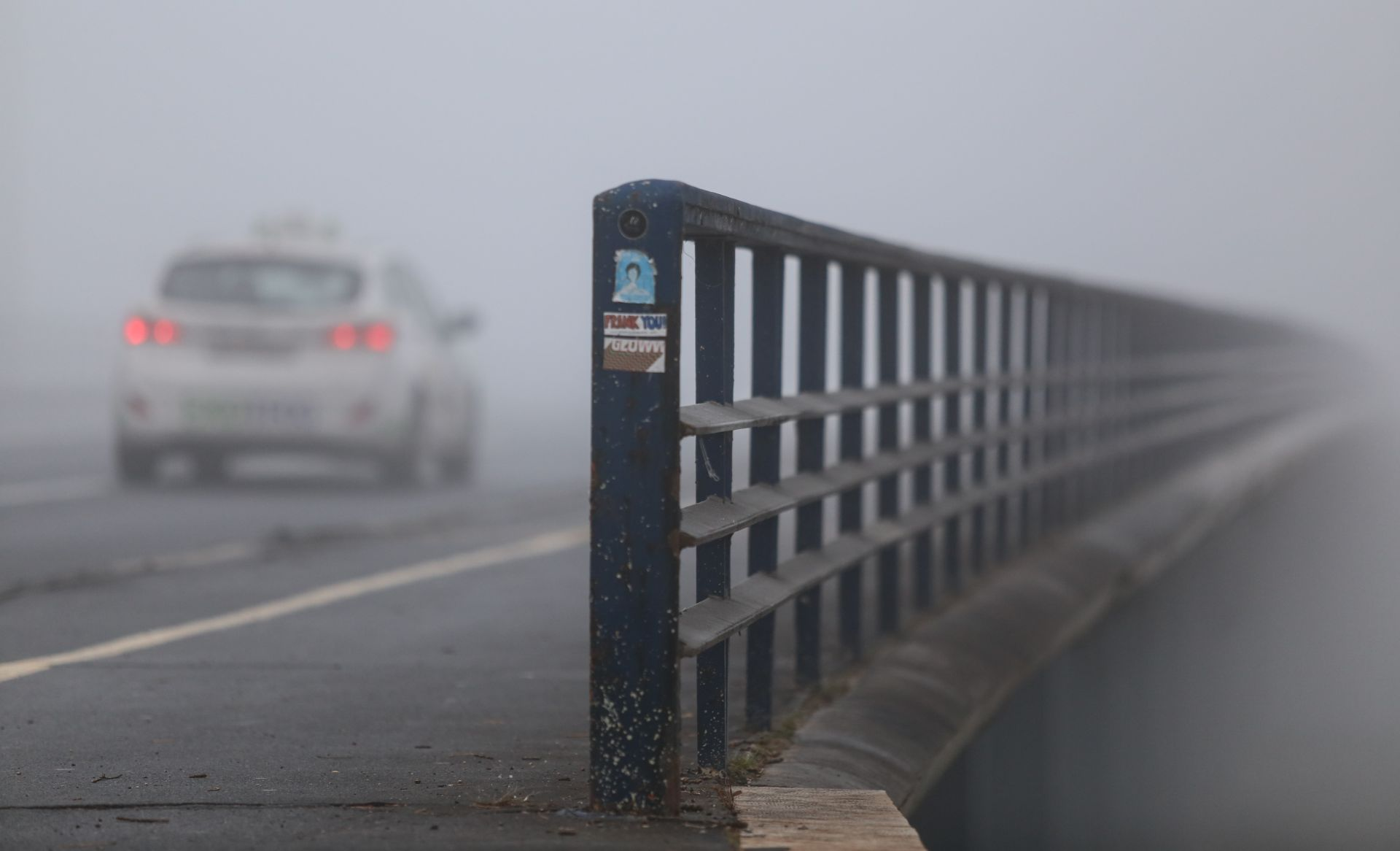 HAK Mokri kolnici, magla otežava promet
