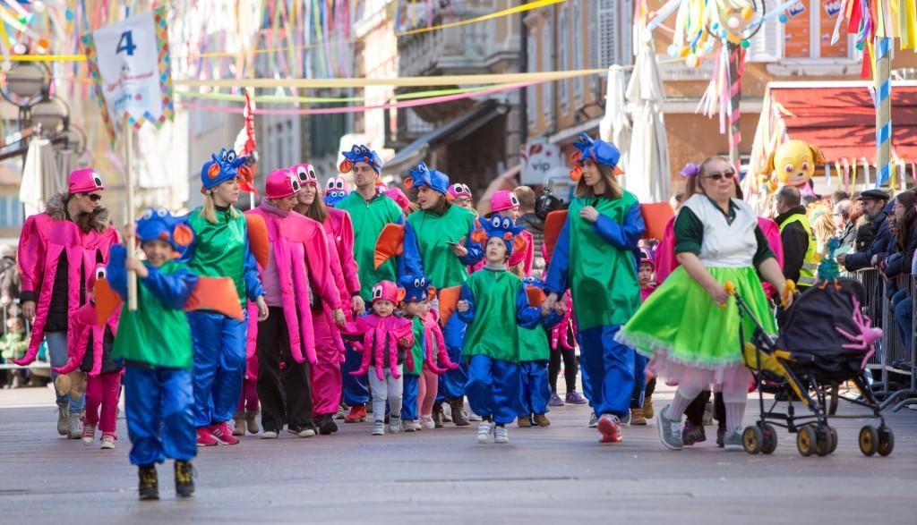 18.02.2017. Rijeka - Najveselije i najrazigranije zbivanje u sklopu Rijeckog karnevala, Djecja karnevalska povorka, dogadaj je u kojem sudjeluju djeca predskolskog i skolskog uzrasta. Brojna povorka mastovito maskiranih najmladih sudionika iz zemlje i inozemstva, kao svojevrsnih cuvara tradicije svojih predaka, proplesali su najuzim sredistem grada Rijeke. Photo: Nel Pavletic/PIXSELL