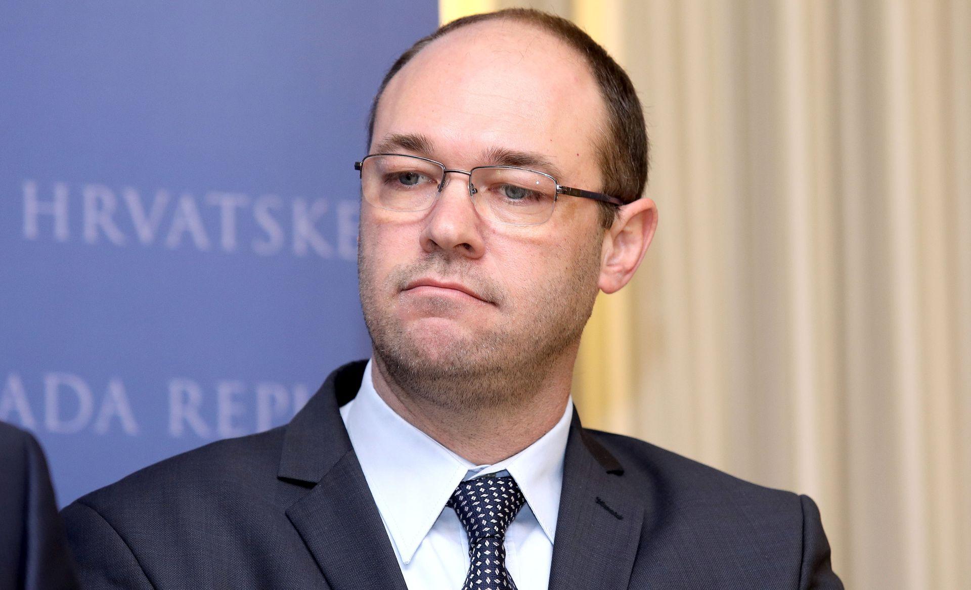 STIER 'S Dačićem dijalog nije ostvariv; o odnosima razgovaraju premijeri'