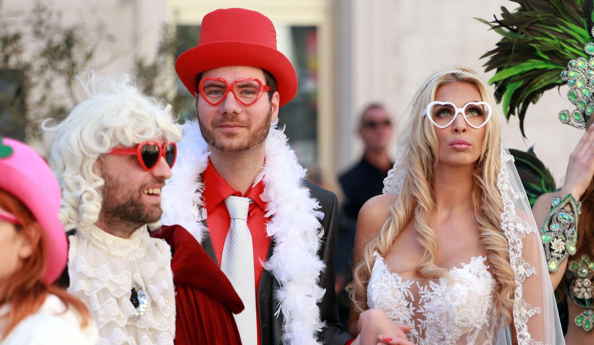 Otvoren Splitski krnjeval – na Rivi 'krnjevalsko vjenčanje' Pernara i Ave Karabatić
