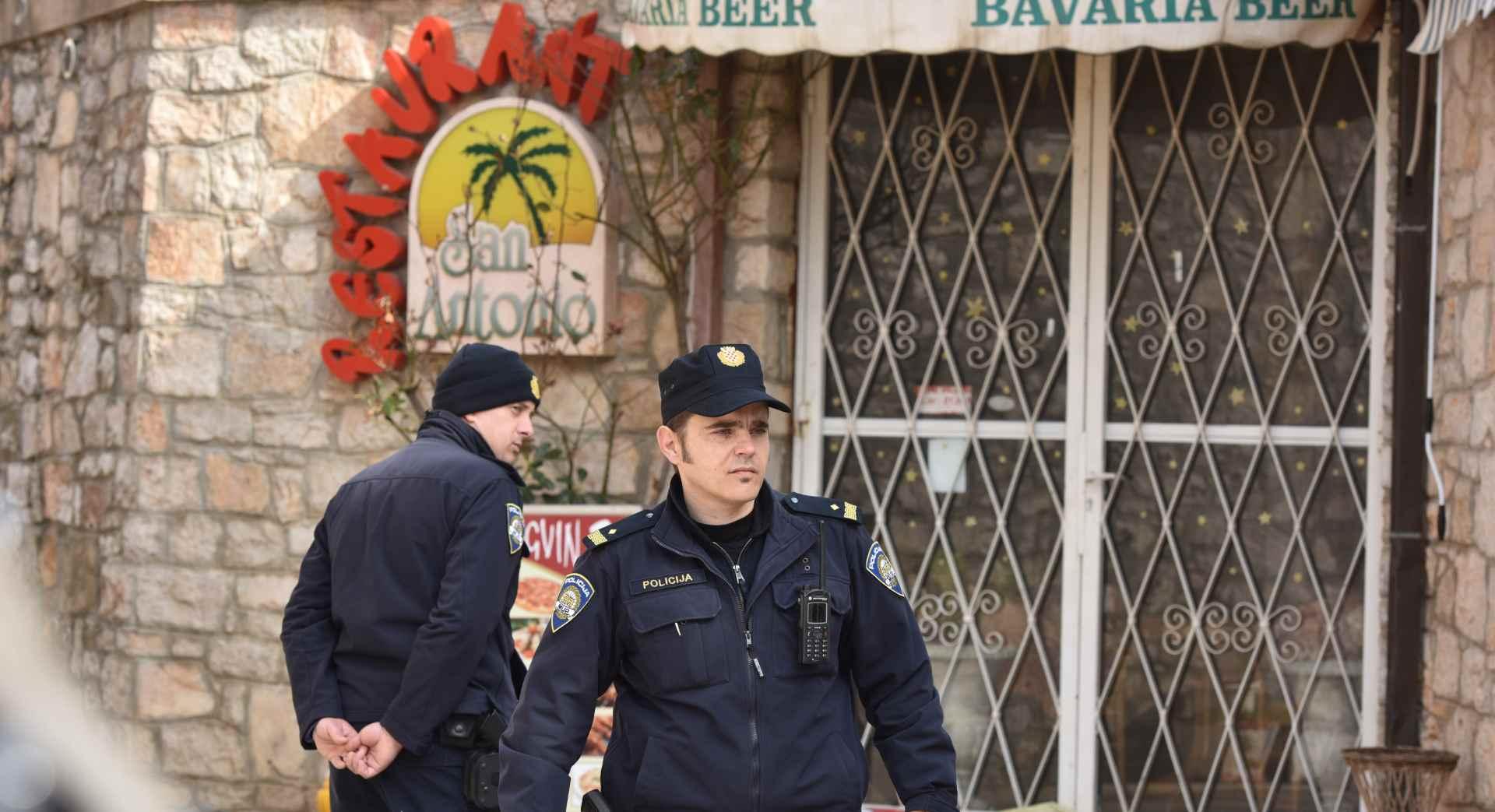 DELOŽACIJA U TRIBUNJU Anita Kovač i Vinko Gulin zaključali se u restoran