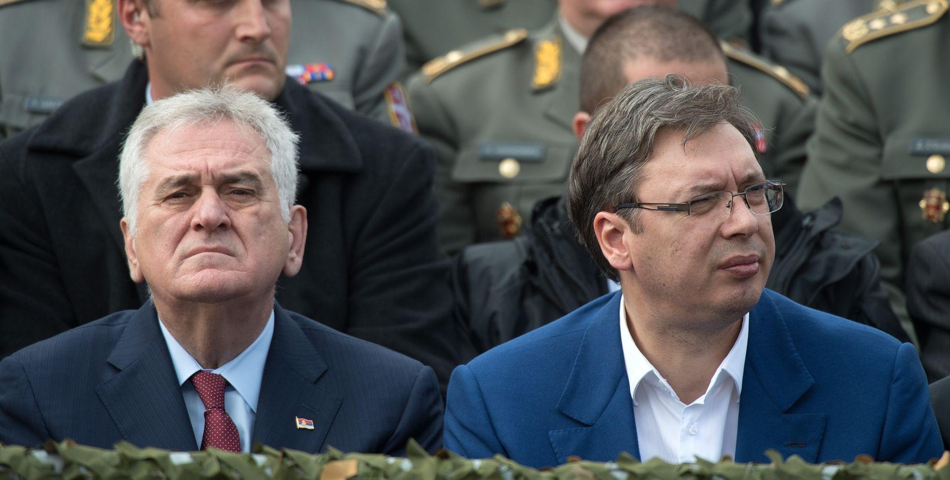 Zbog 'izdaje' Tomislava Nikolića Vučić je opet preuzeo omiljenu ulogu žrtve