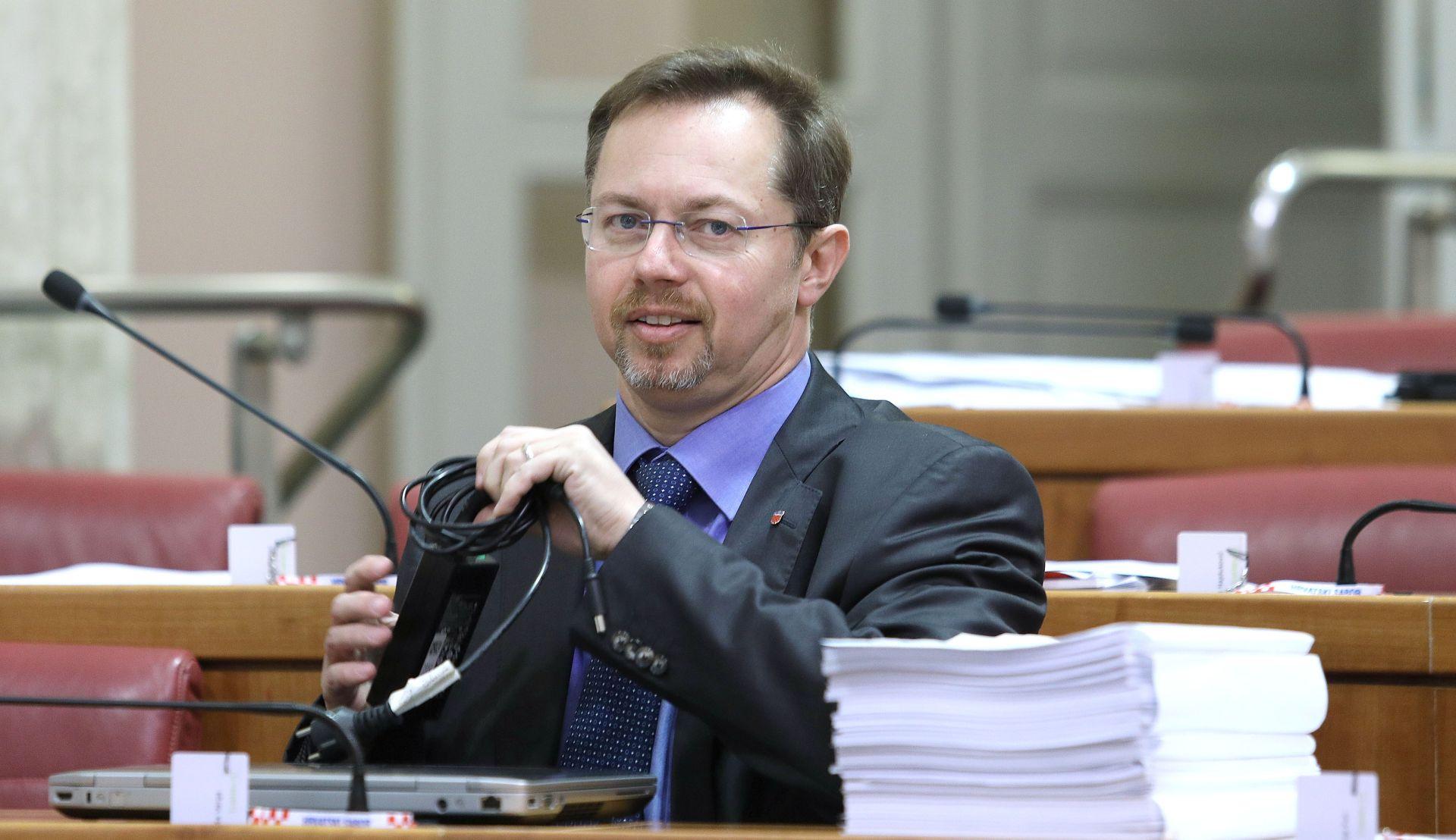 Varga prozvao uvozne lobije zbog stanja u Imunološkom