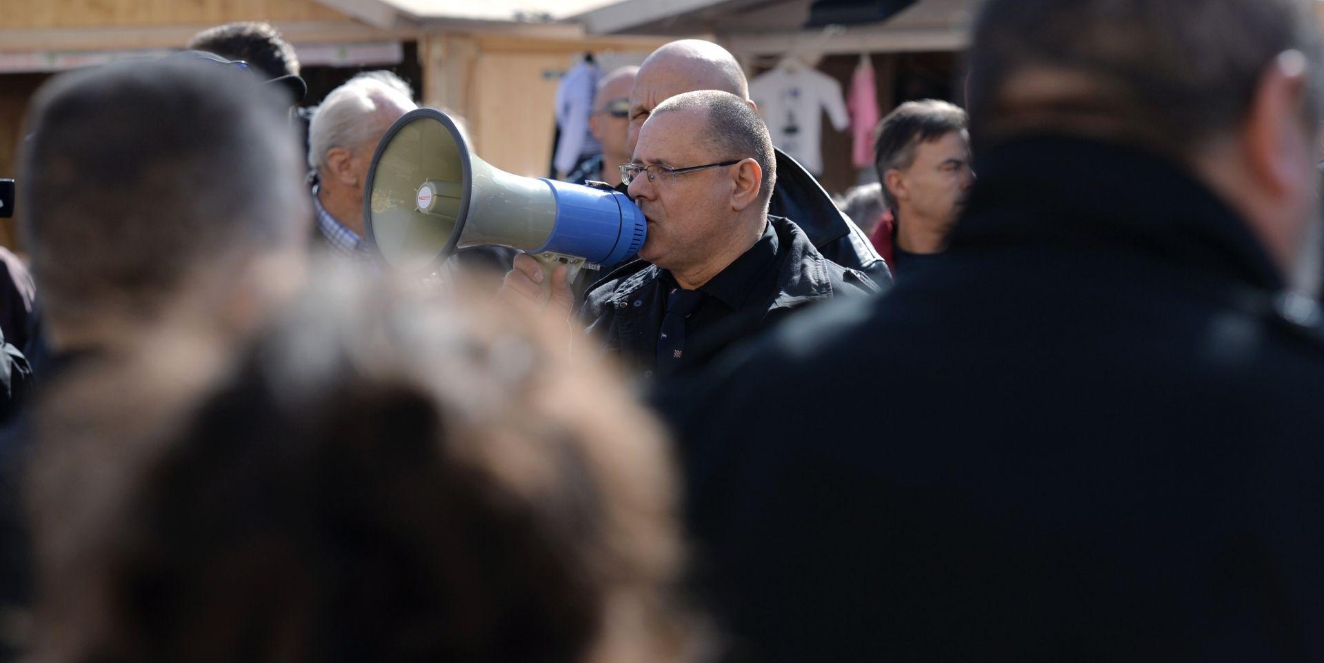 FOTO: OKUPLJANJE CRNOKOŠULJAŠA U ZAGREBU Policija privela predsjednika A-HSP-a Dražena Keleminca