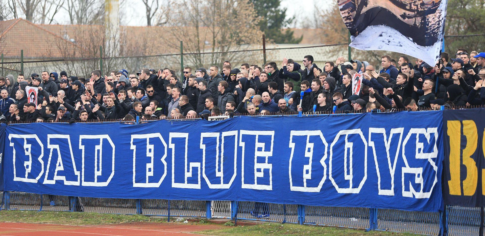 VINKOVCI Dinamovi nogometaši navijačima bacili dresove, Boysi im ih vratili