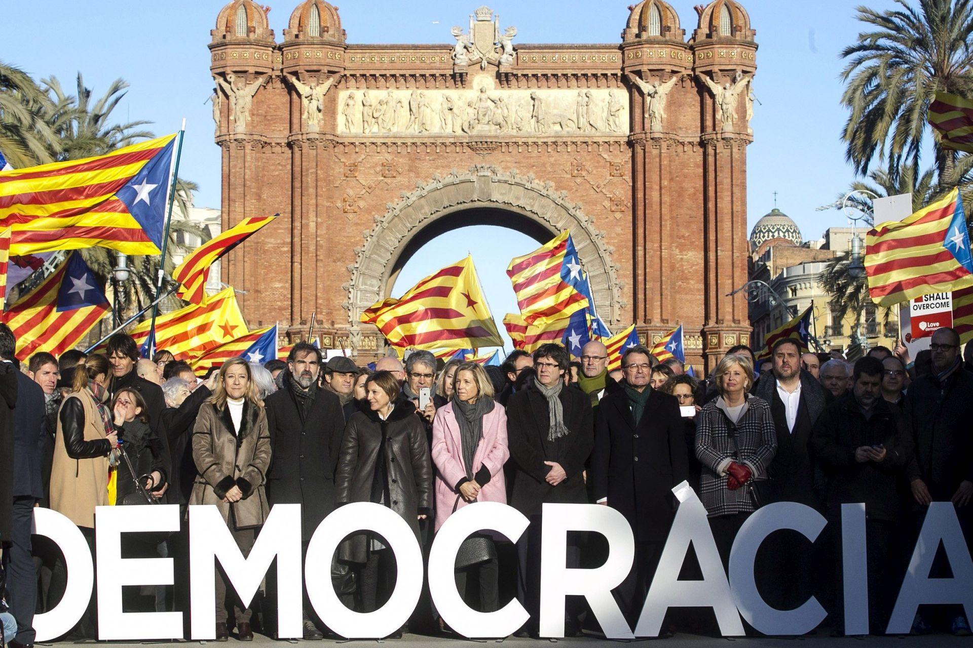 PRVI DAN SUĐENJA: Tisuće pristaša dalo potporu bivšem katalonskom predsjedniku
