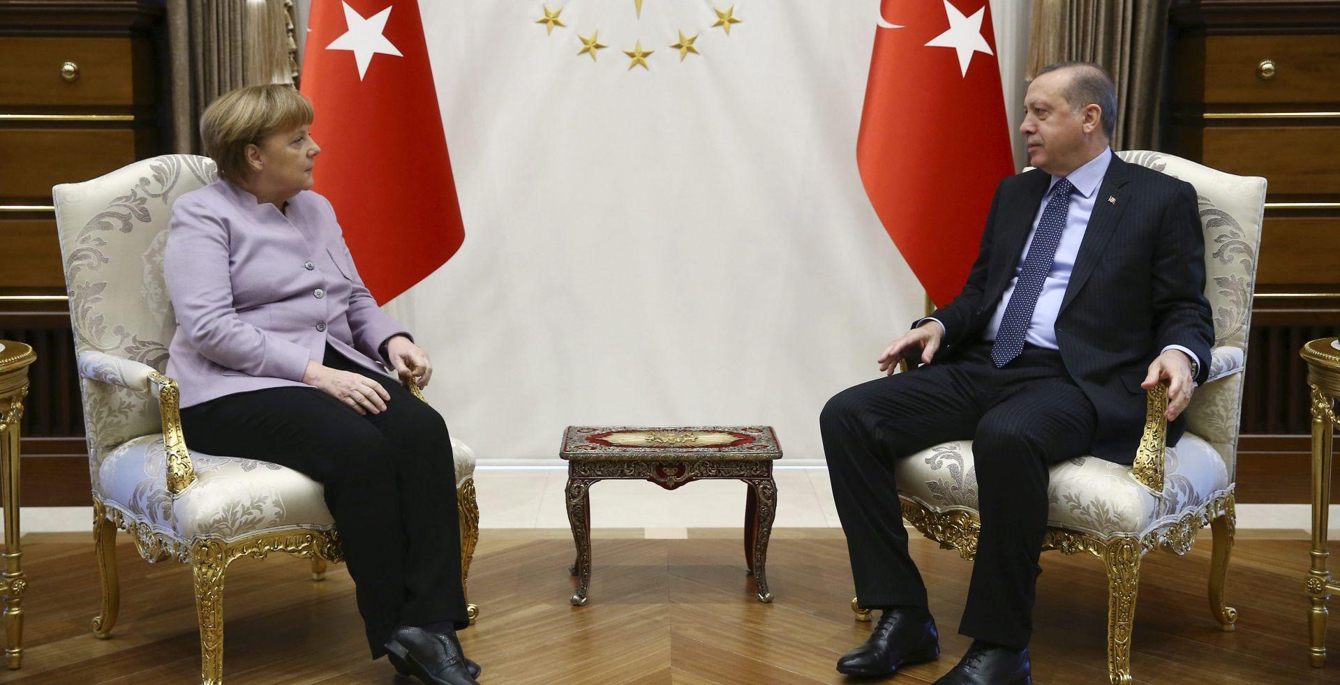 """ERDOGAN NEZADOVOLJAN: Merkel govorila o """"islamskom terorizmu"""""""