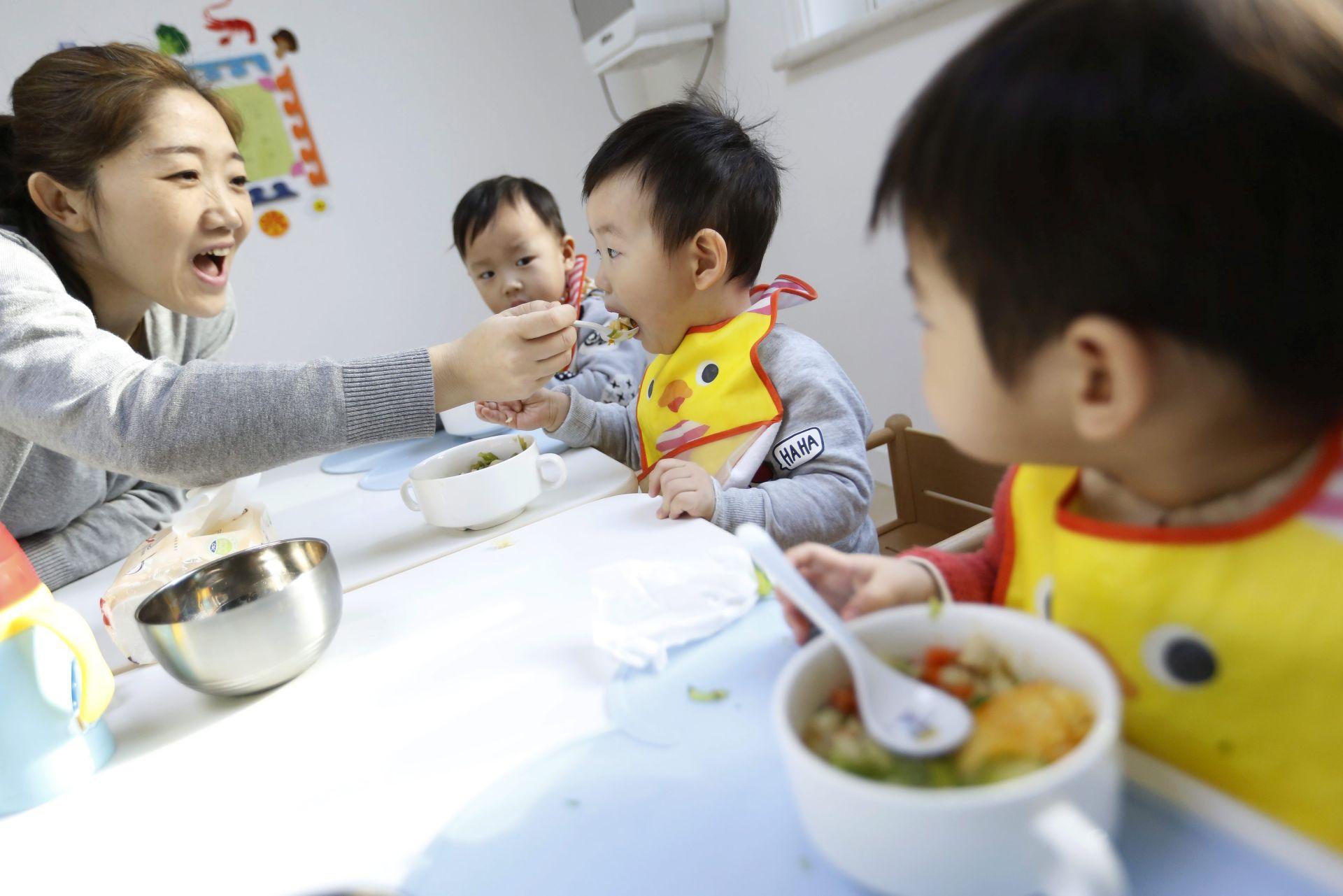 POTICAJ RODITELJIMA: Kina razmatra uvođenje subvencija za rođenje drugog djeteta