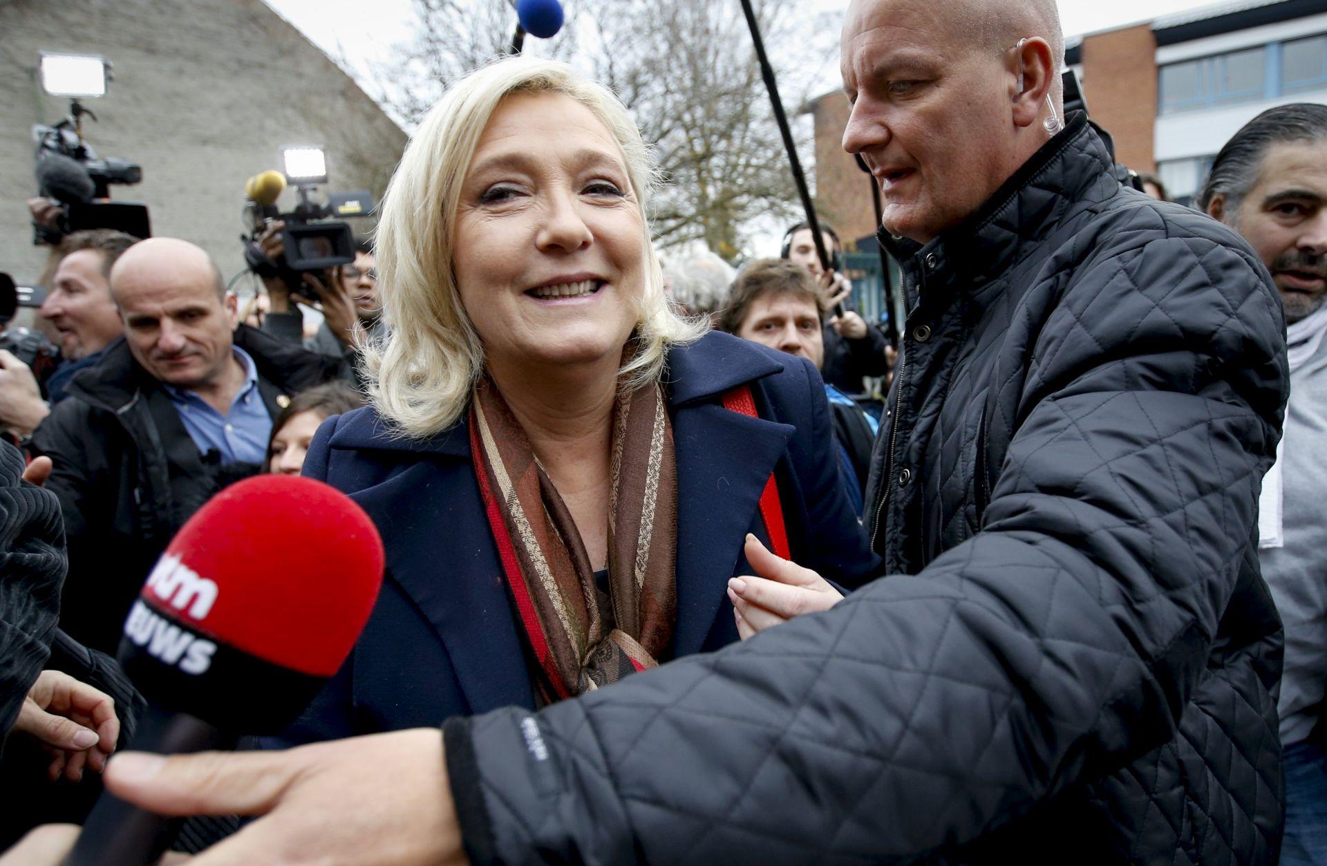 UZNEMIRUJUĆE FOTOGRAFIJE Europski parlament skinuo procesni imunitet le Pen