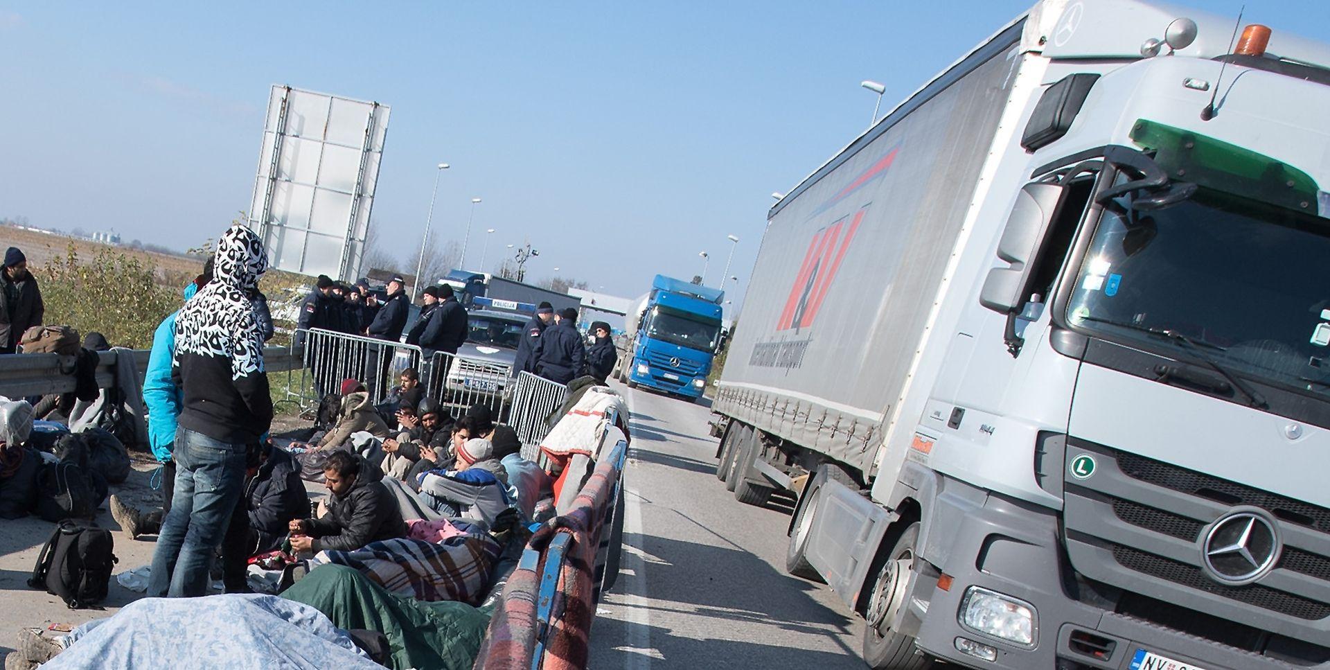 UTVRĐIVANJE IDENTITETA: Pronađeni imigranti u parkiranom kamionu na Jankomiru